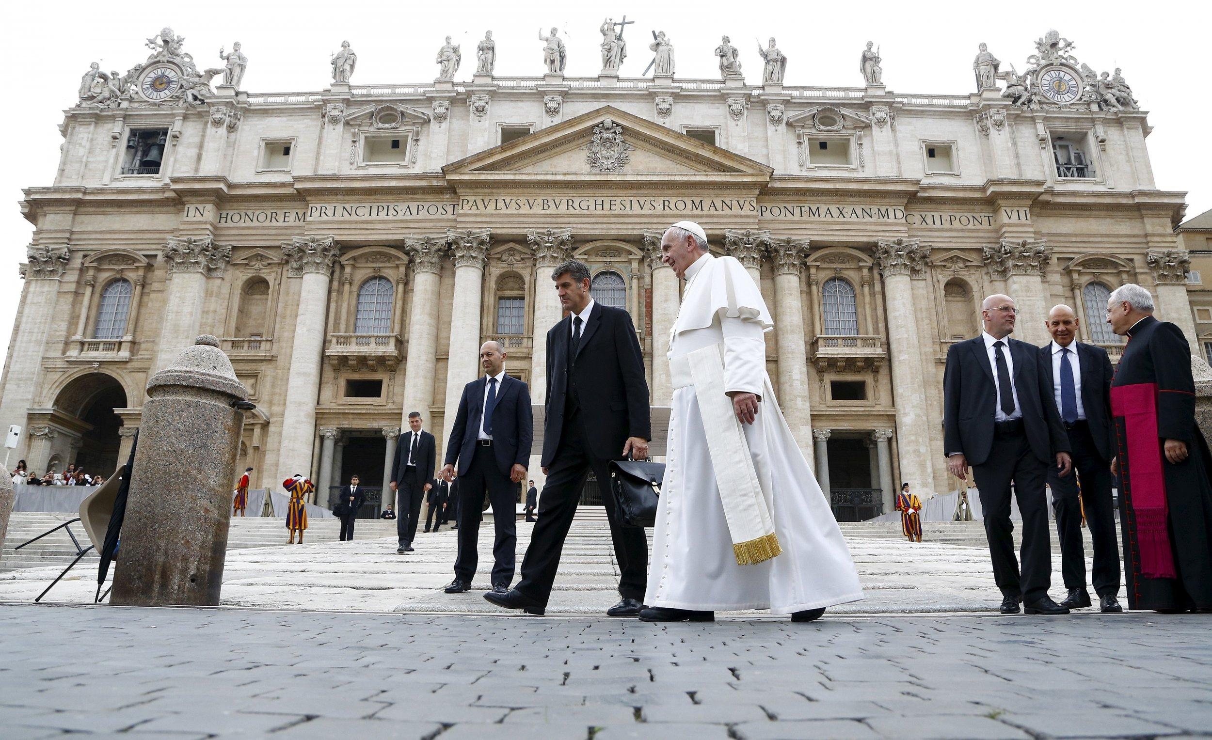 1102_Vatican_arrests_01