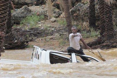 1104_cyclone_yemen