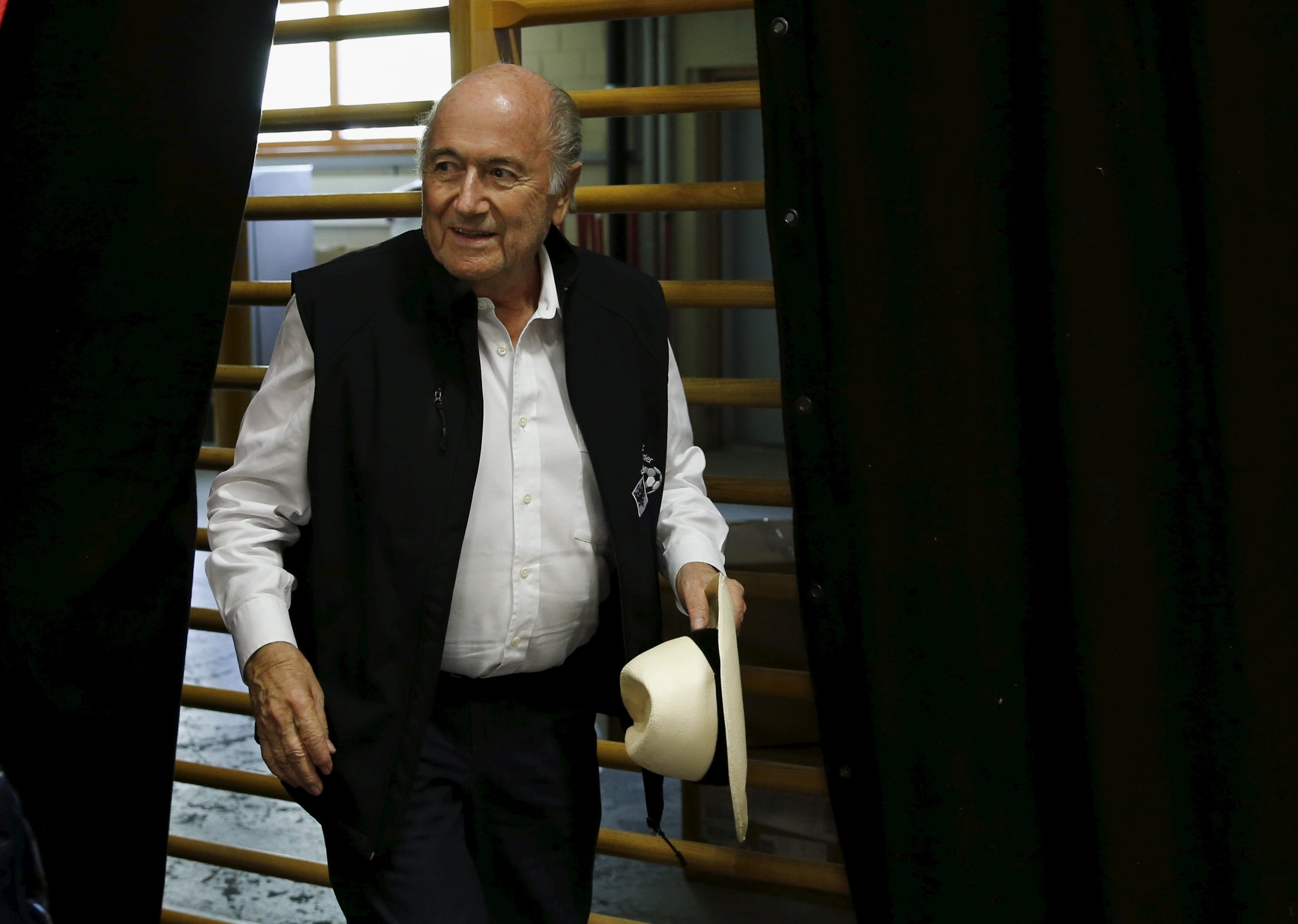 1111_Sepp_Blatter_hospitalized_01