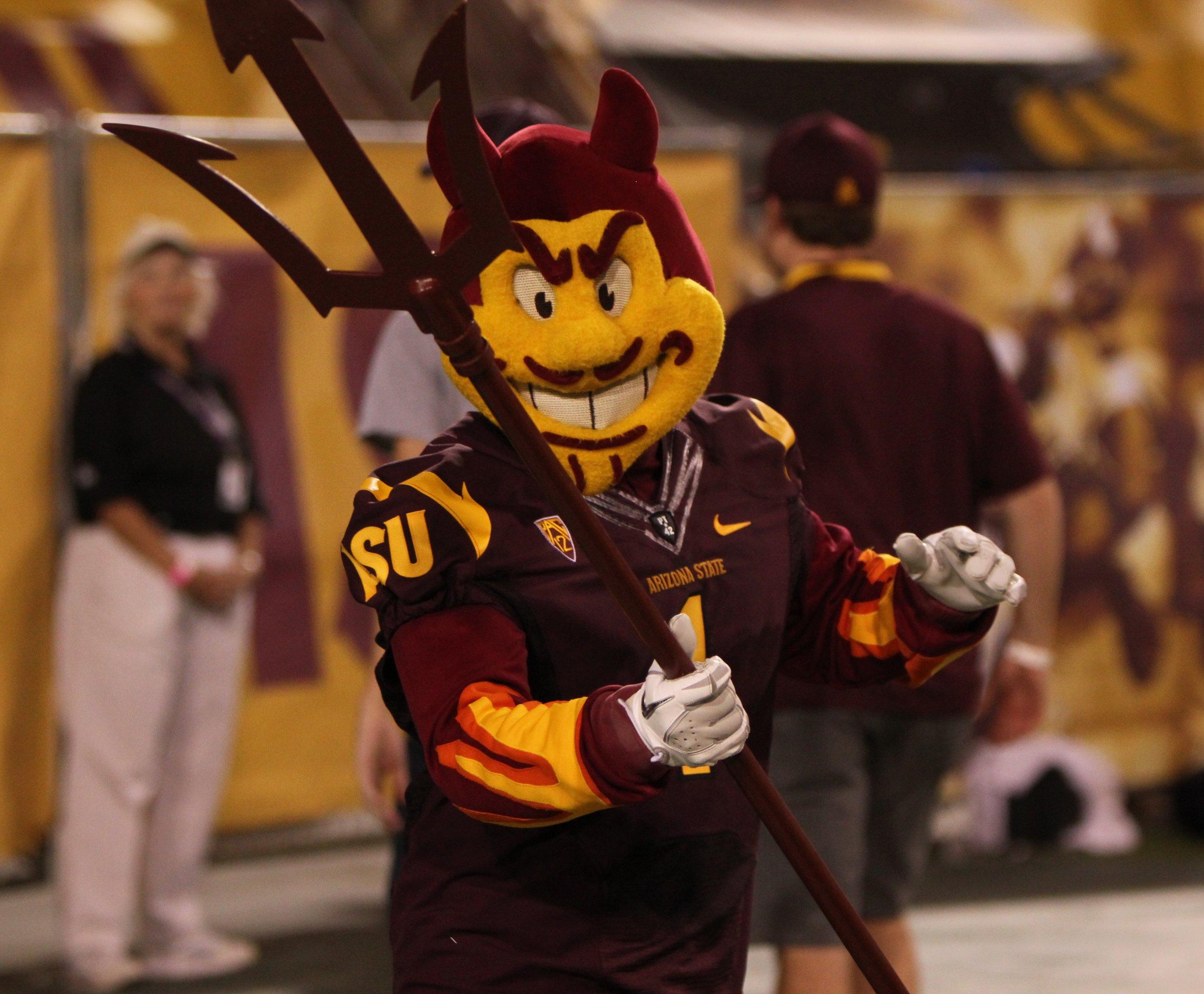 11_12_Arizona_mascot_01