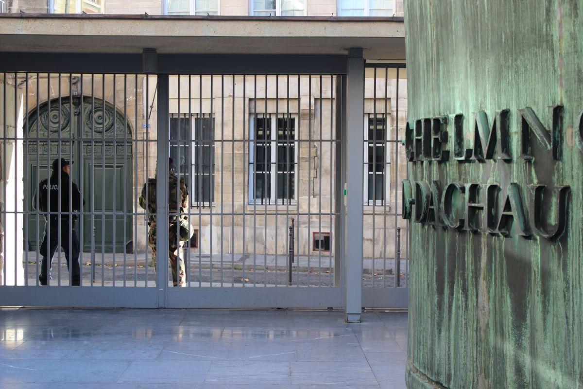 Guarding the Paris Holocaust memorial