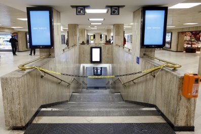 Brussels-Metro-Closed-11