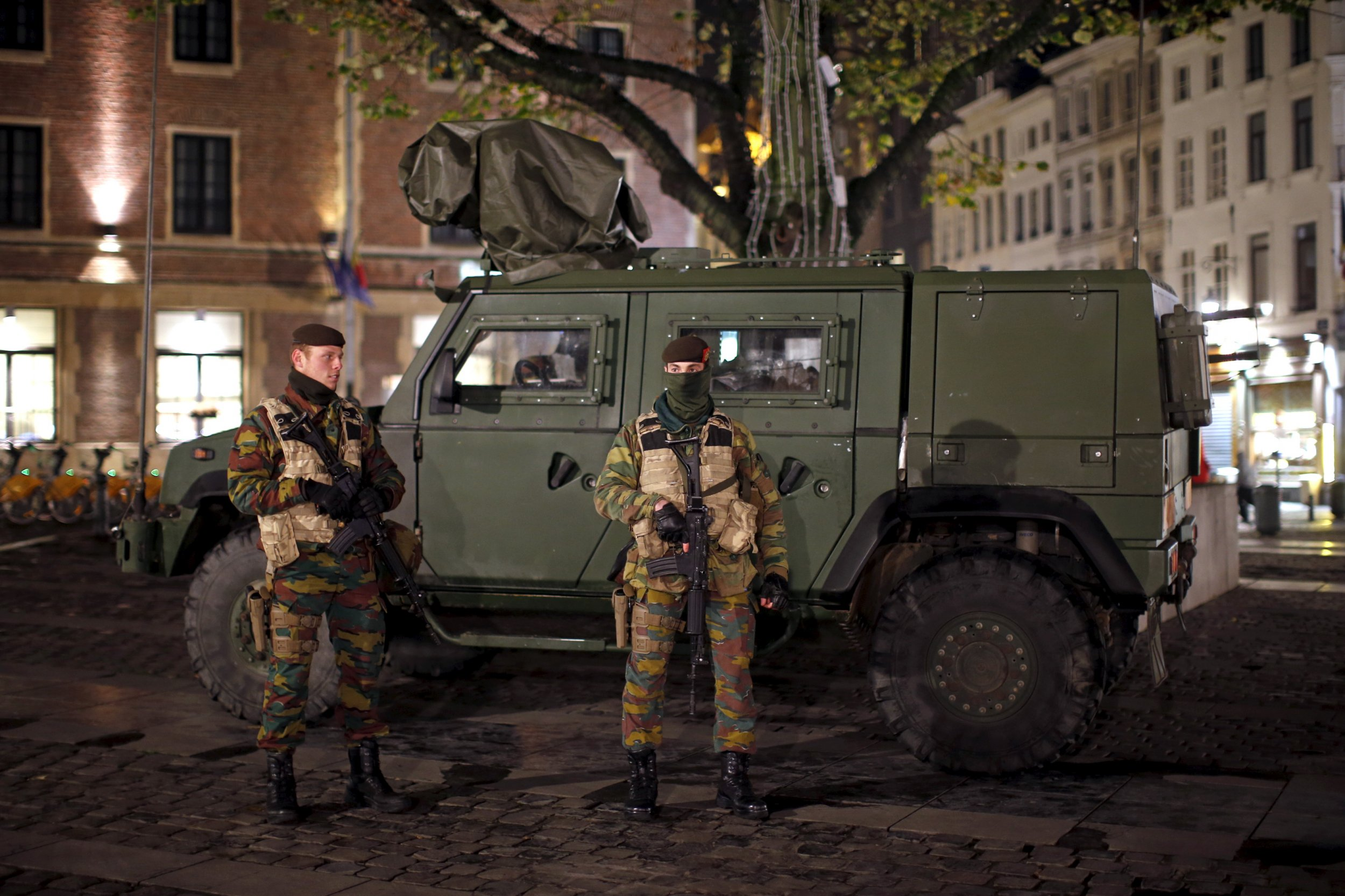 1124 Brussels soldiers