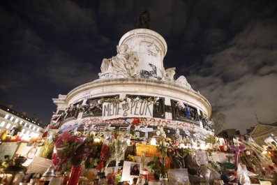 11-27-Paris-memorial