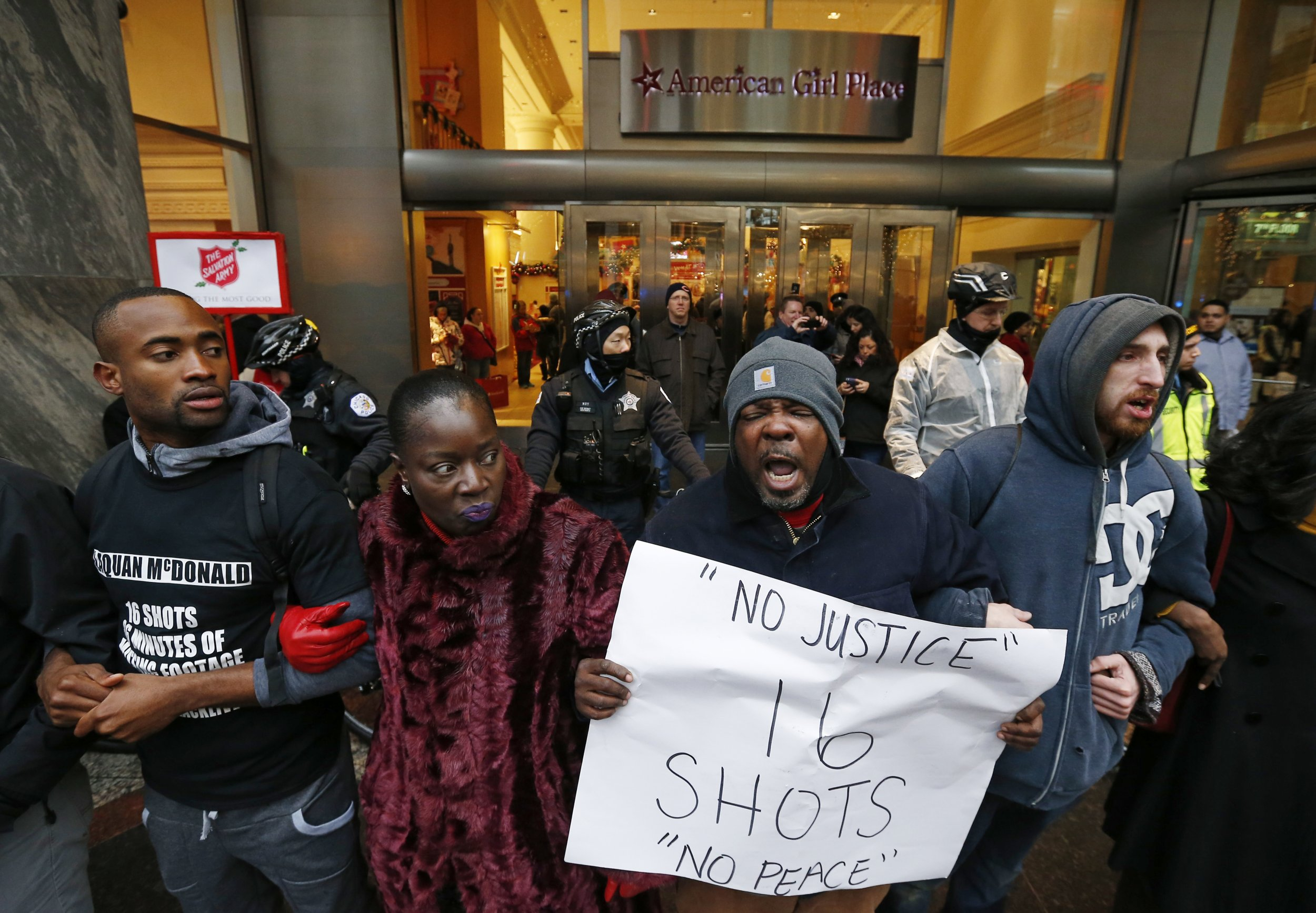 1127_Chicago Protest Shooting