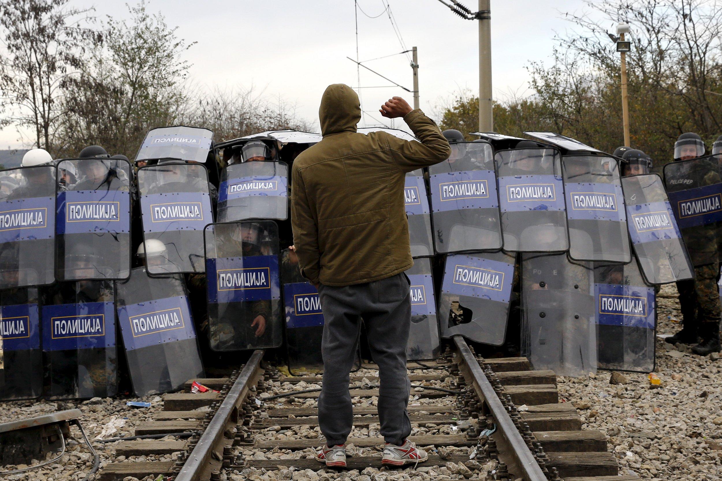 1128_macedonia_migrants