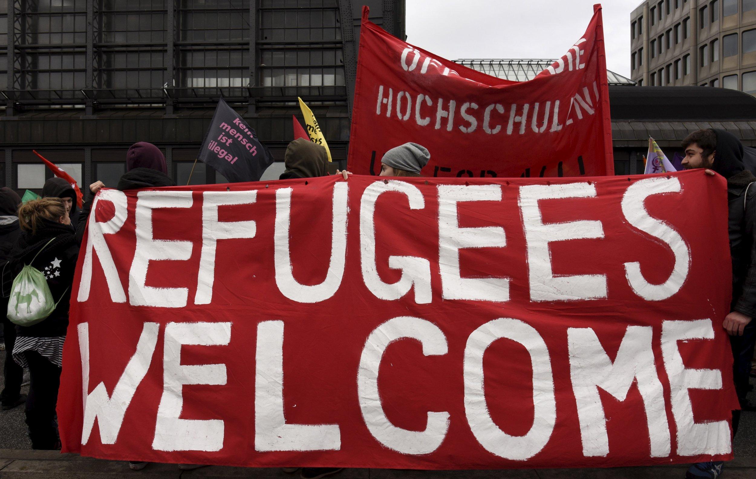 1130-Merkel-refugees