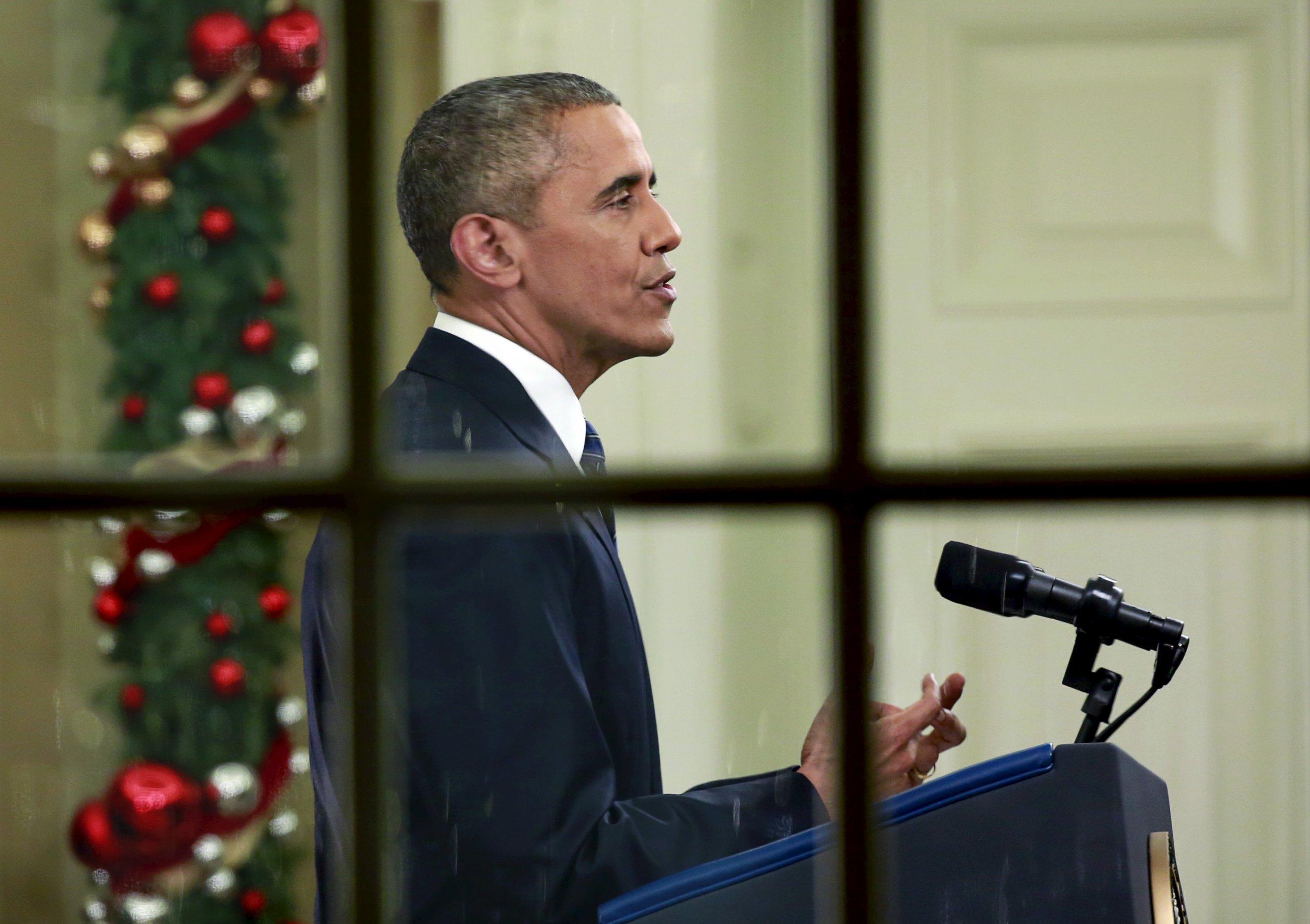 12_07_Obama_Oval_Office_01