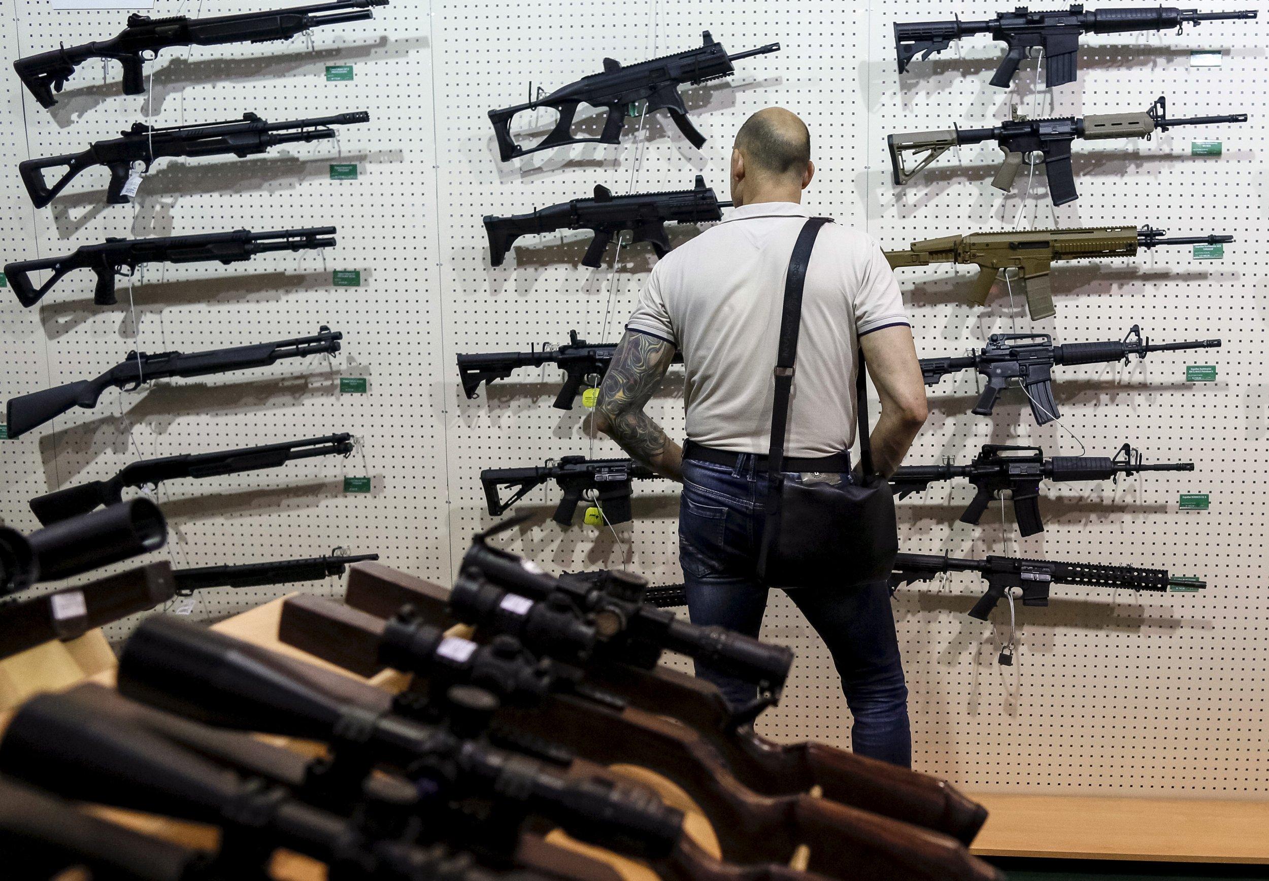 12_07_Guns_Men_01