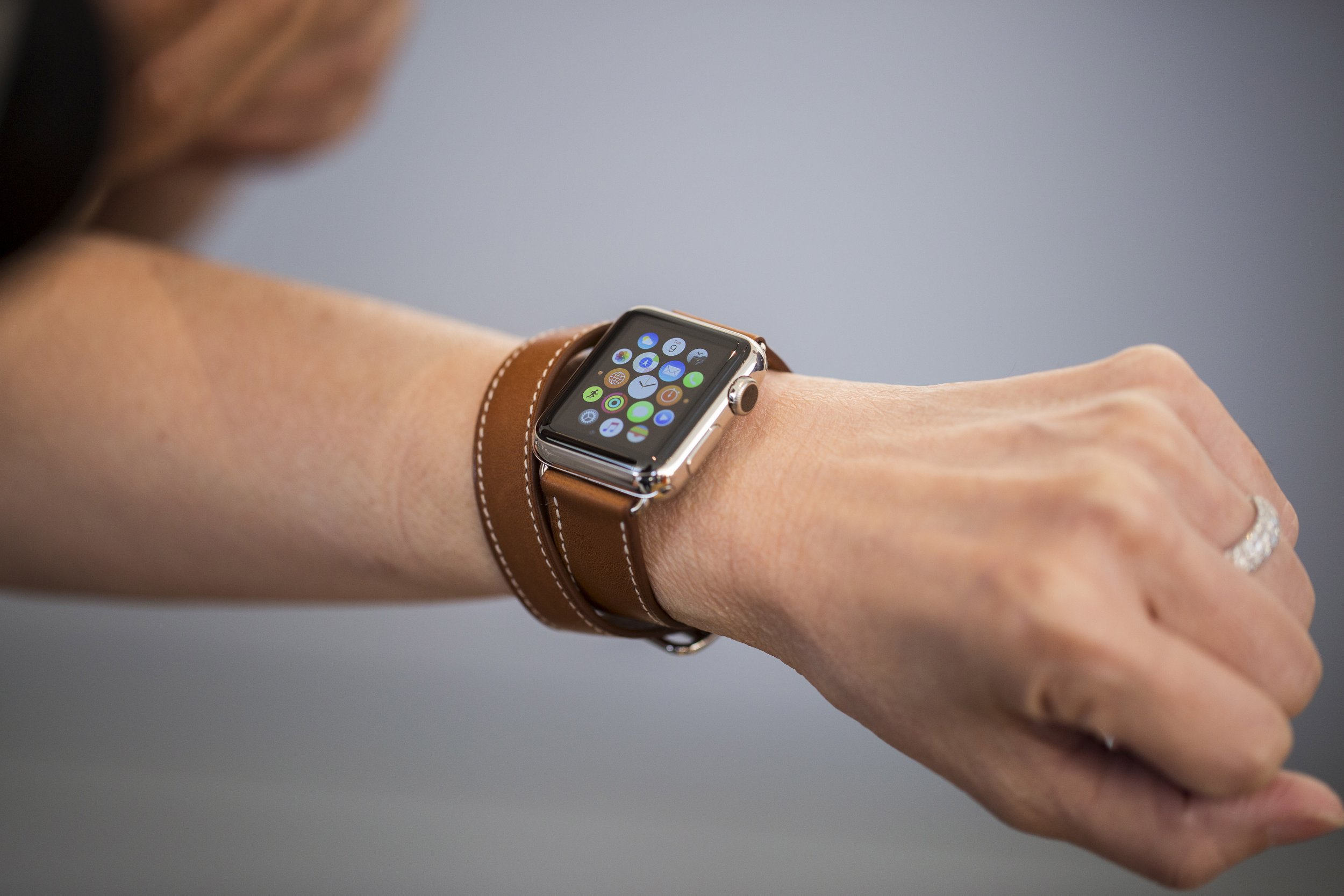 Watch marks on wrist - Apple Plans To Reveal New Apple Watch Next March
