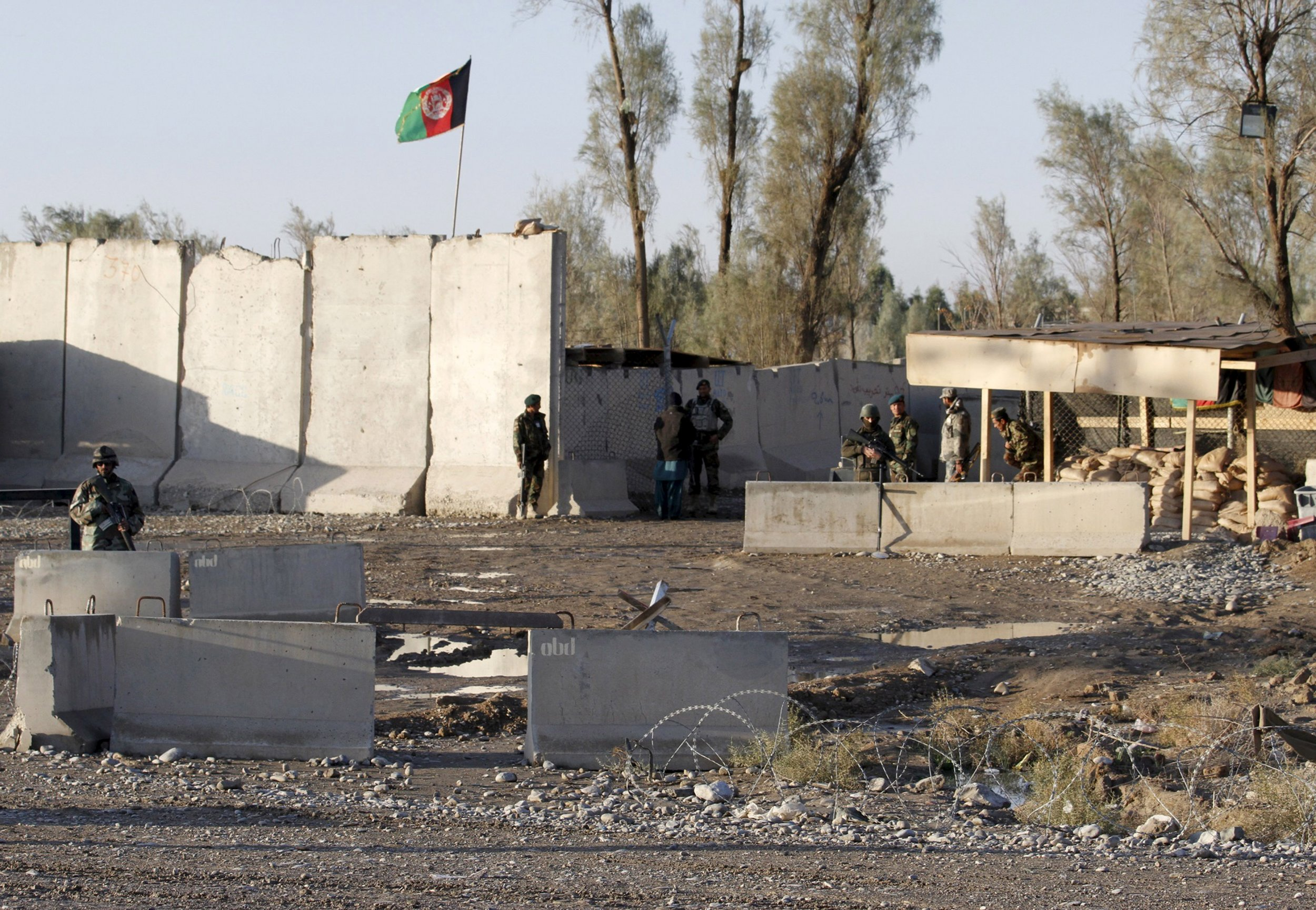 1209_Afghan forces Kandahar airport