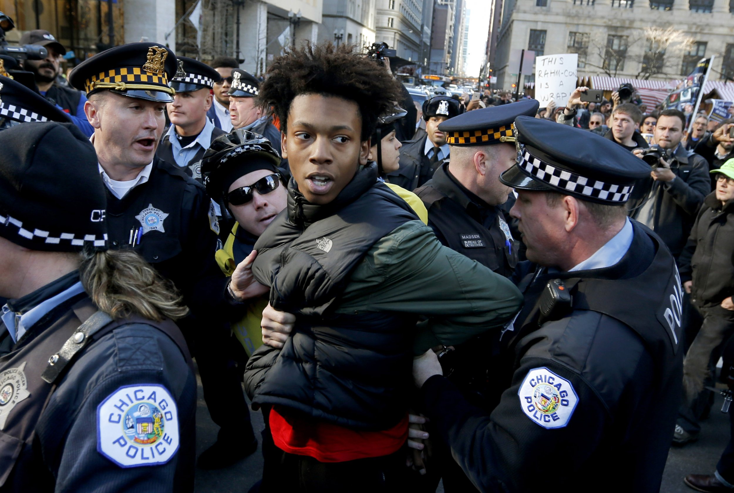 protesters block downtown chicago streets and call on