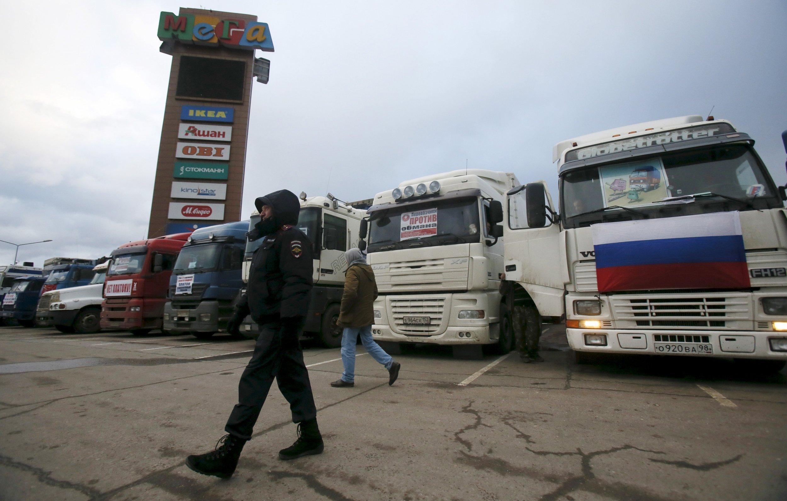 1211_Russia Protest Trucks
