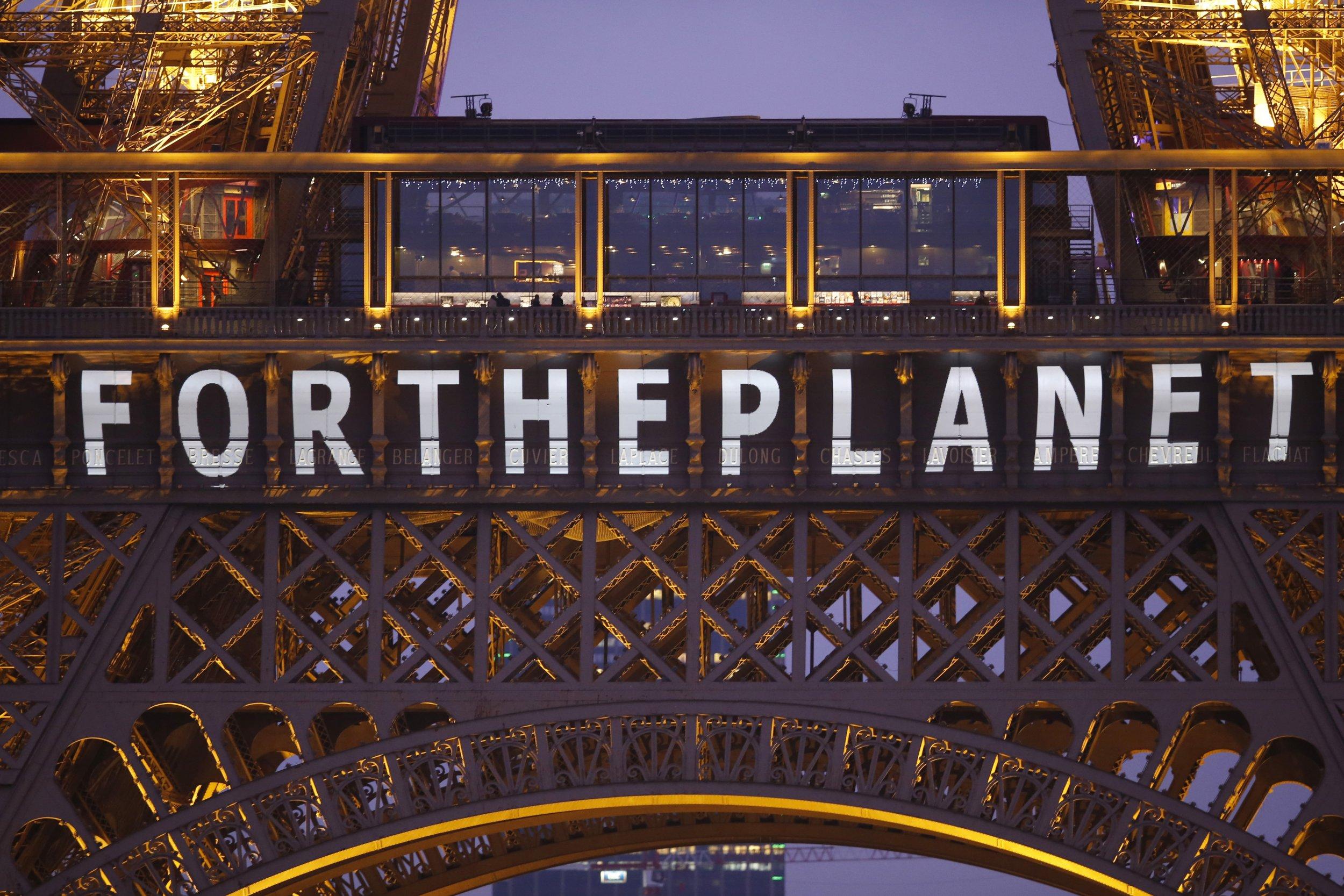 1212-COP21-EiffelTower