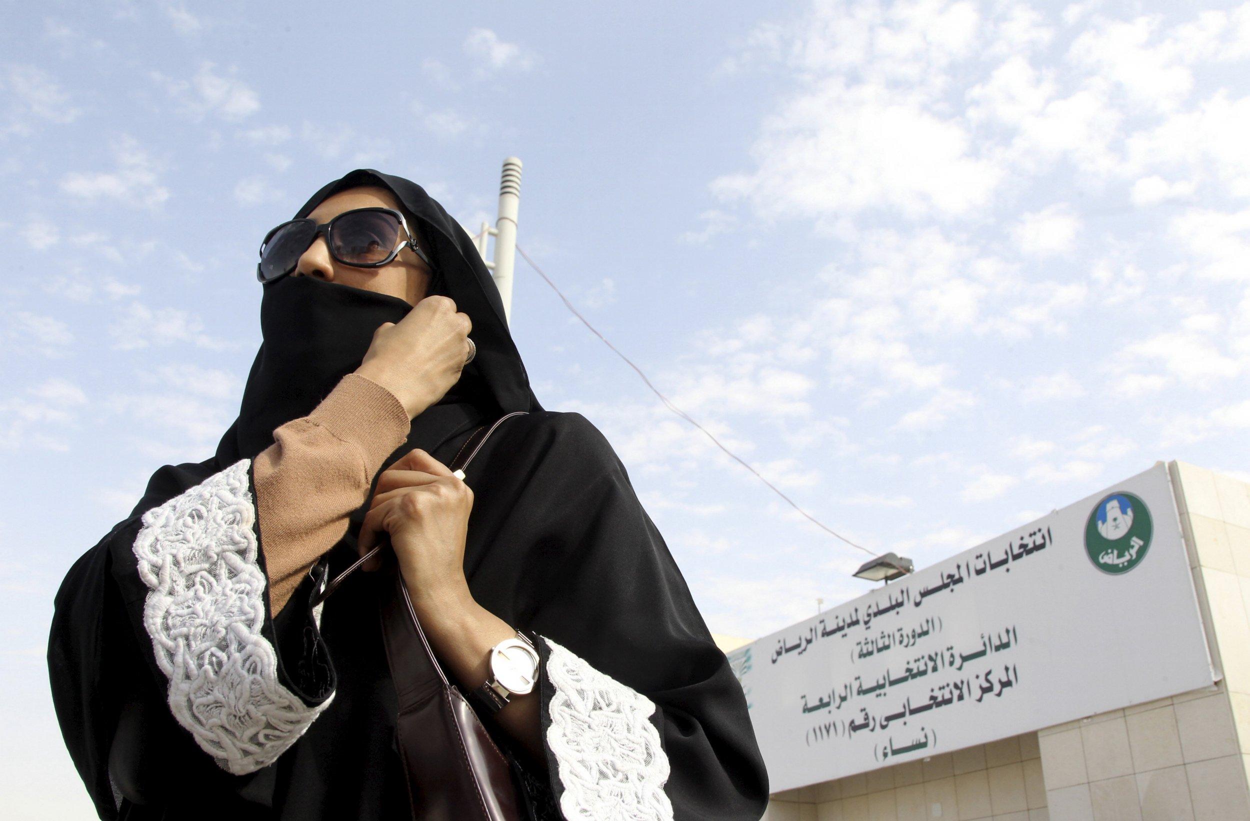 1213_saudi_arabia_women