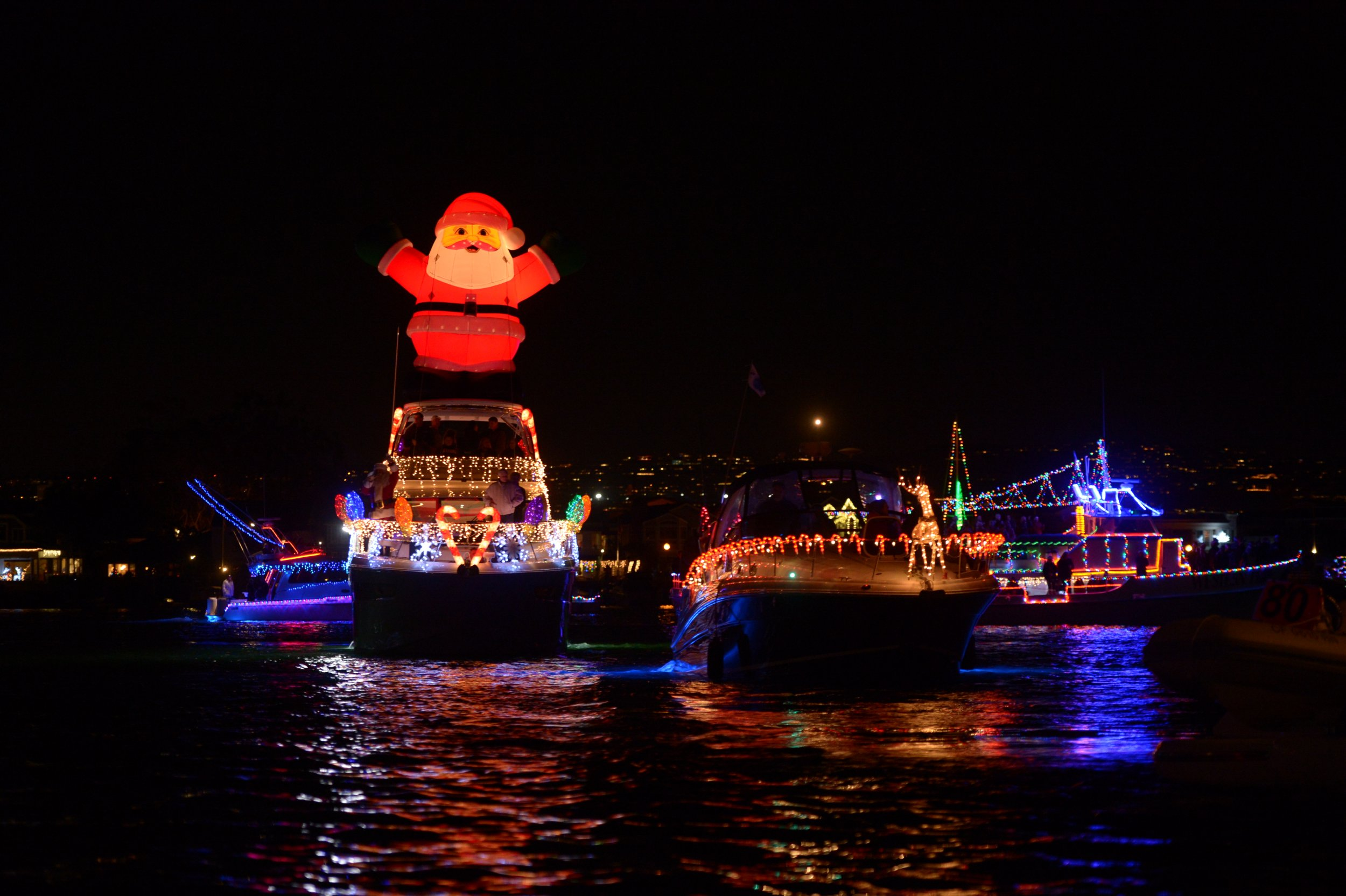 Newport Beach Christmas Lights Cruise.Photos Boat Parades Light Up The Seas With Holiday Cheer