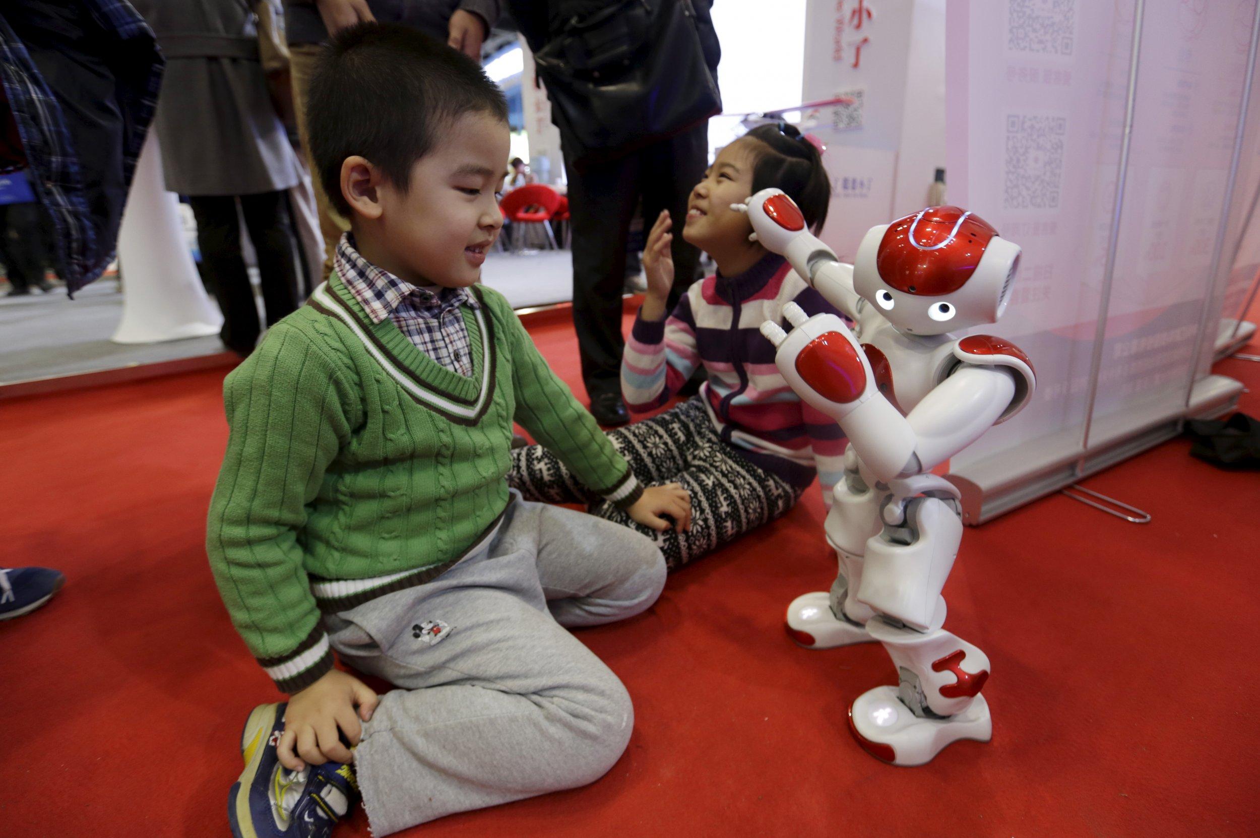 12_24_Refugee_NAO_Robot_01