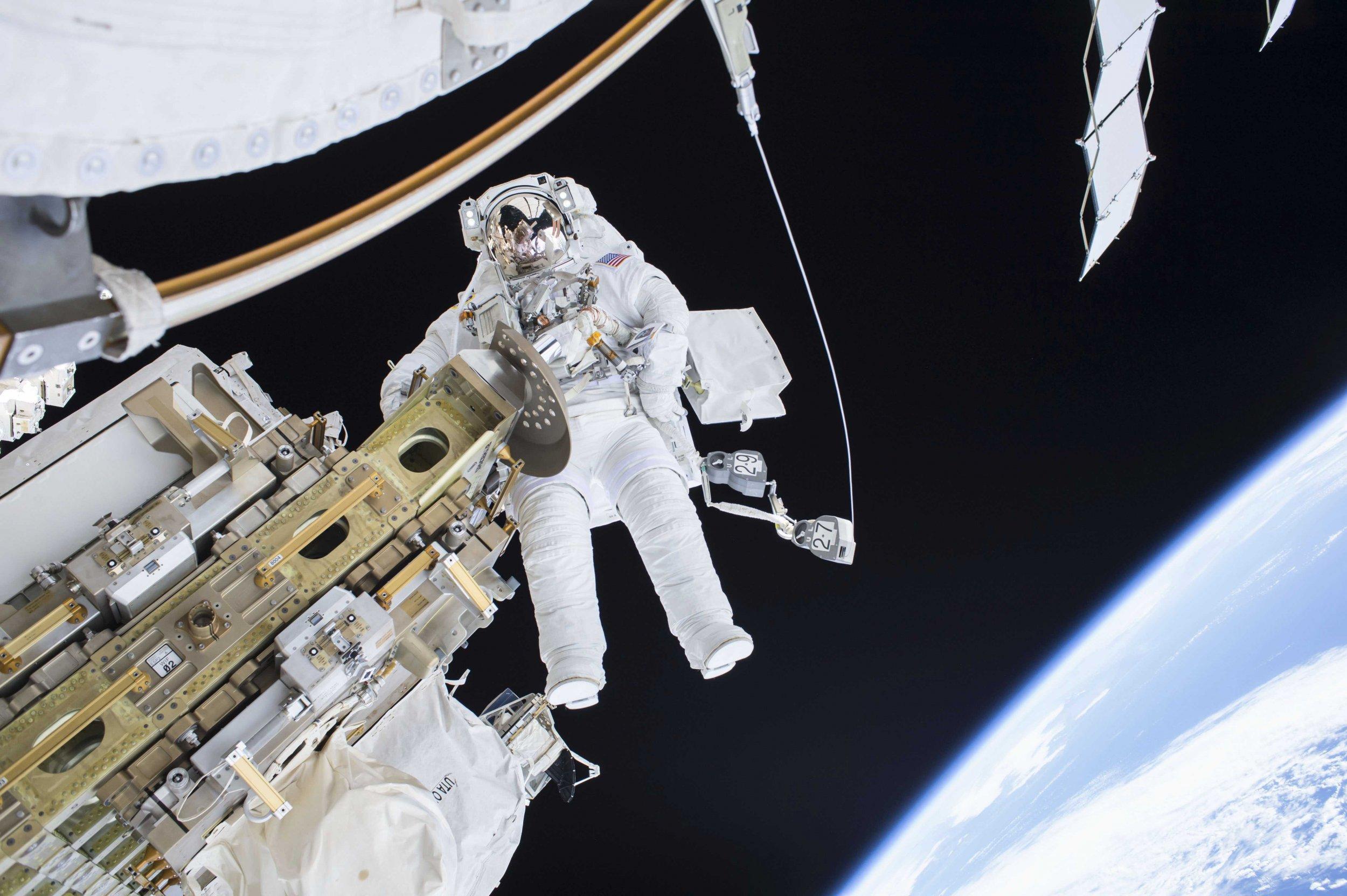 2015-12-22T184538Z_1003045057_TM3EBCM127001_RTRMADP_3_NASA-ISS