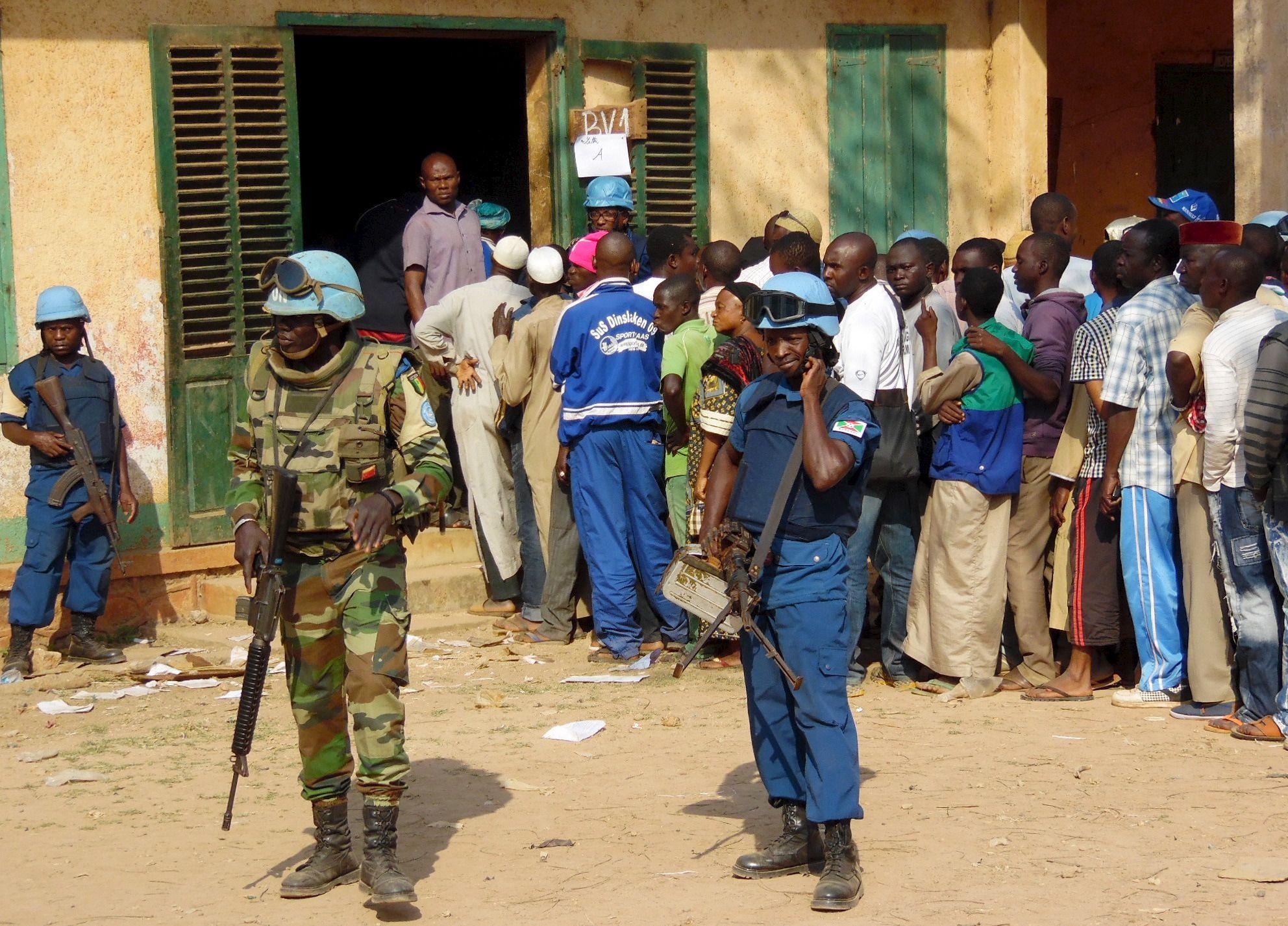 1230_Bangui_voters