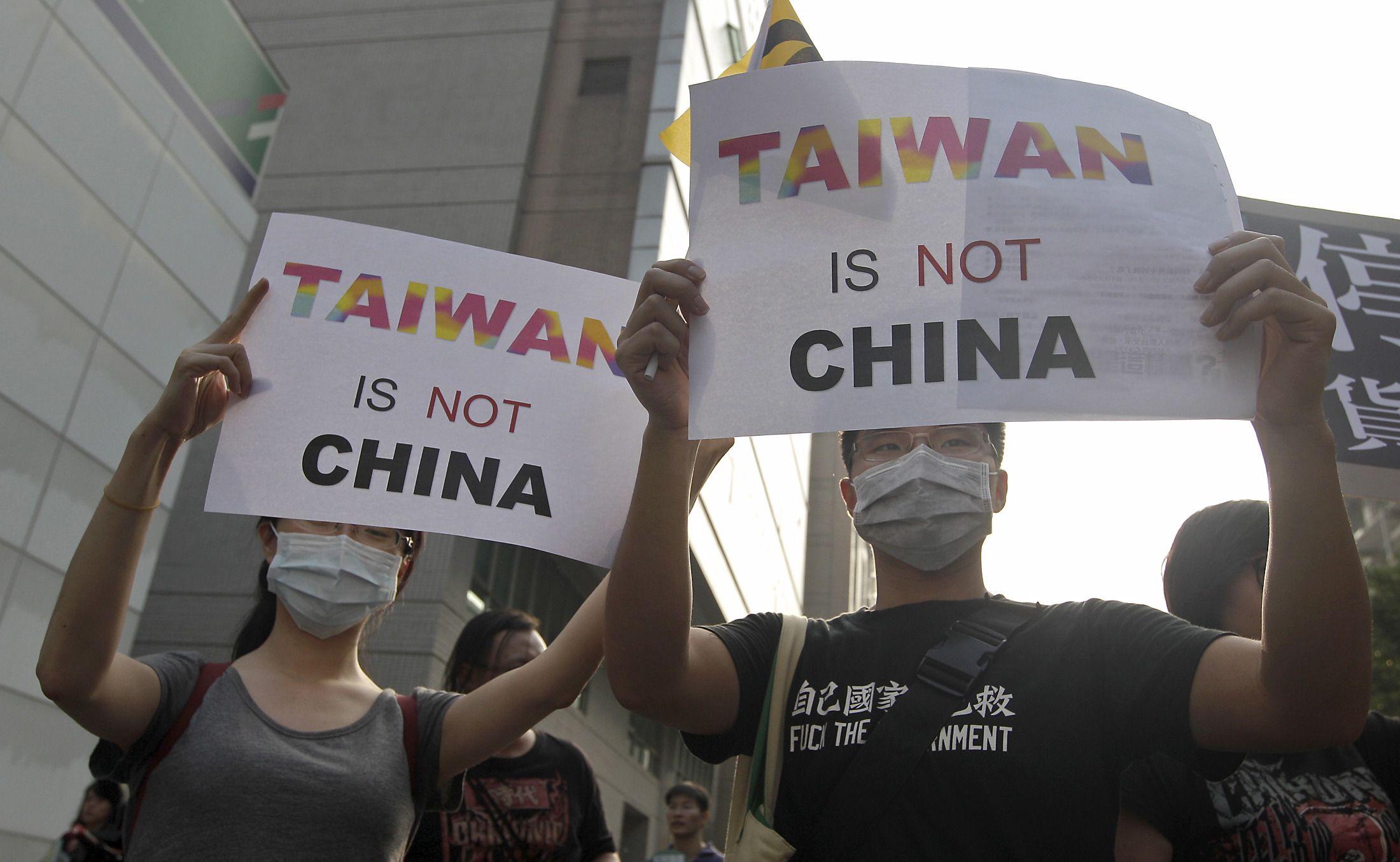 1231-Taiwan-Statues