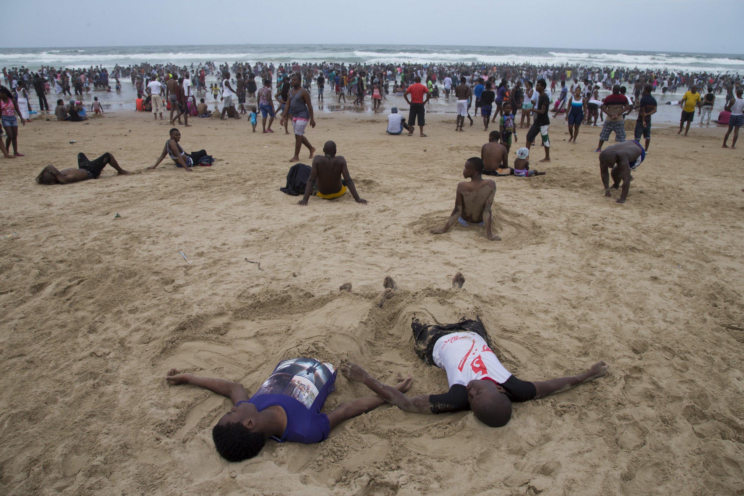 0107_South_Africa_beachgoers