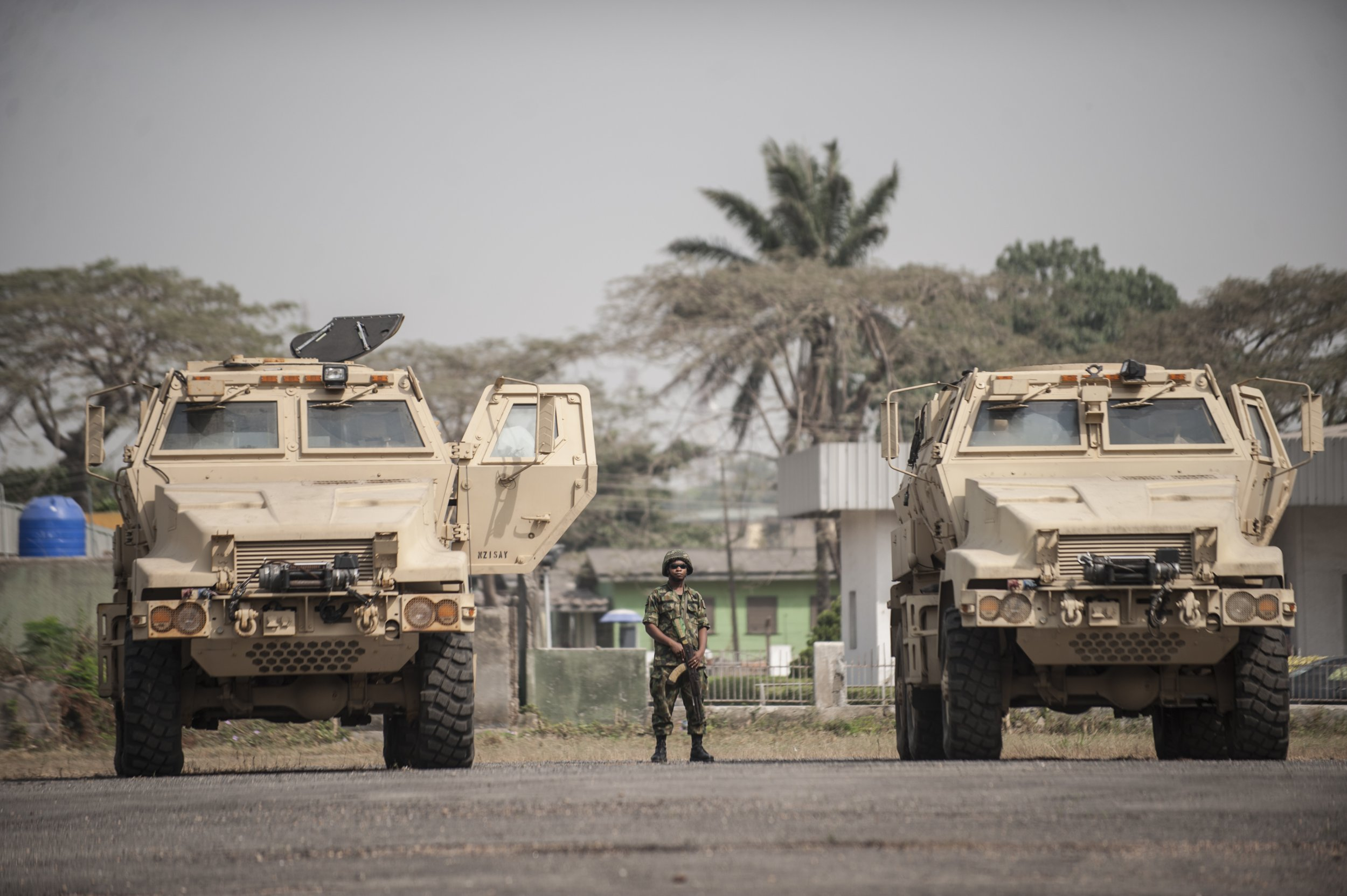 0108_Nigerian_soldier_US_vehicles