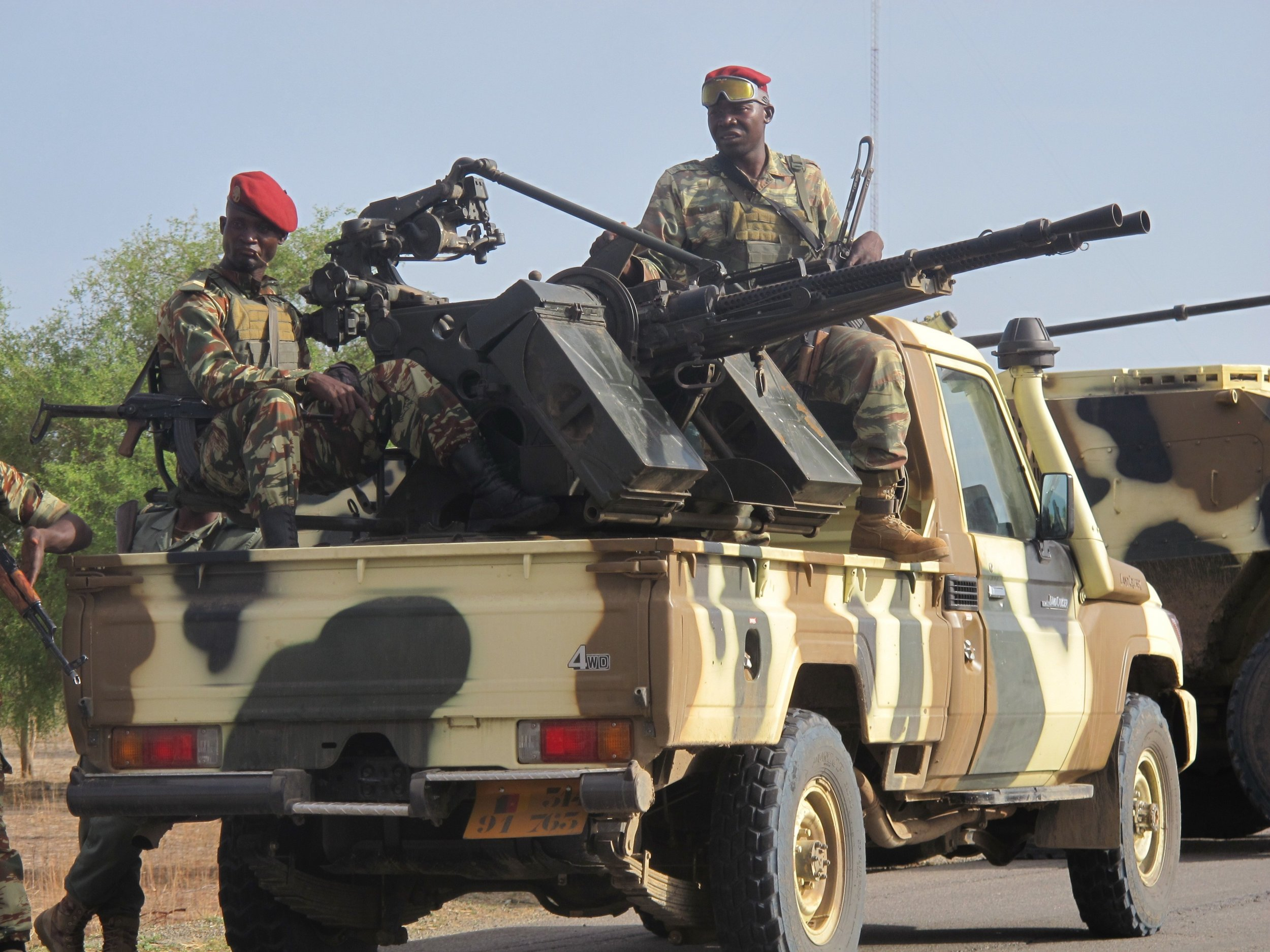 0113_Cameroon_soldiers