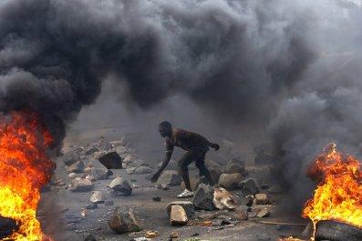 0114_Burundi_protester