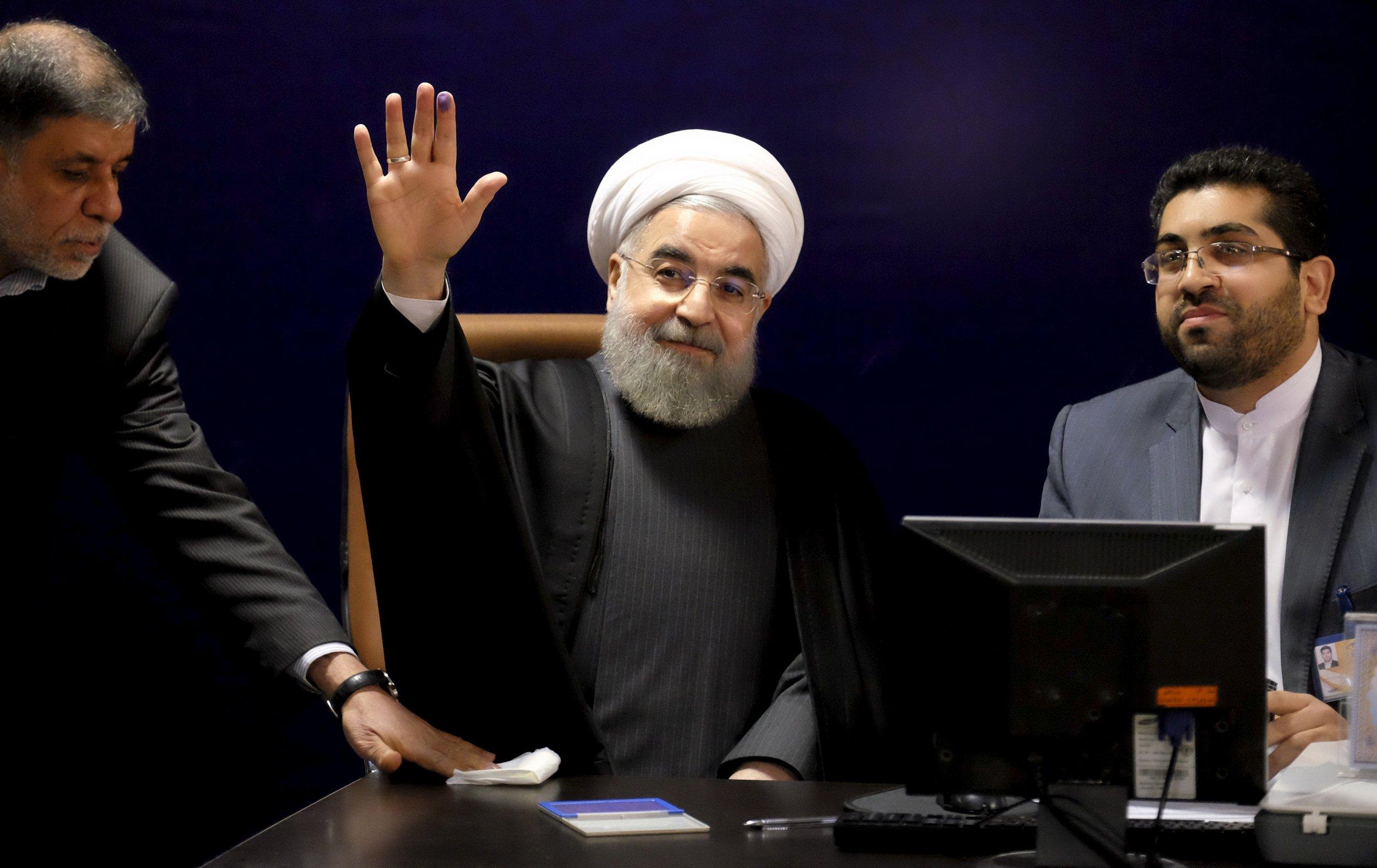 2016-01-17T085147Z_2_LYNXNPEC0G071_RTROPTP_4_IRAN-ELECTION