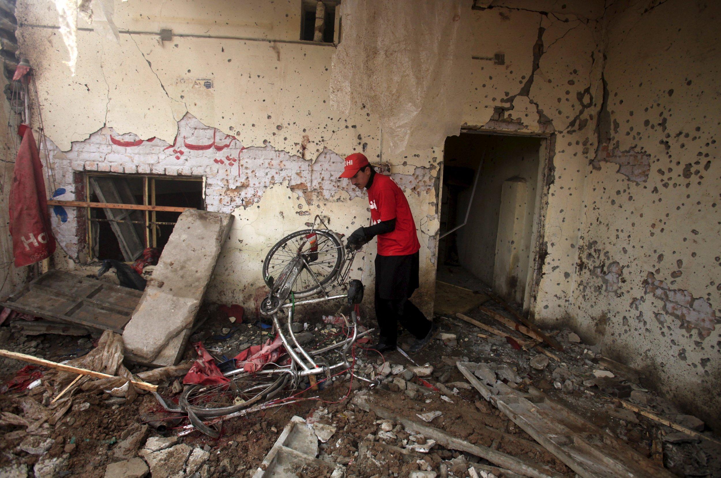 01_19_pakistan_suicide_bomb_01