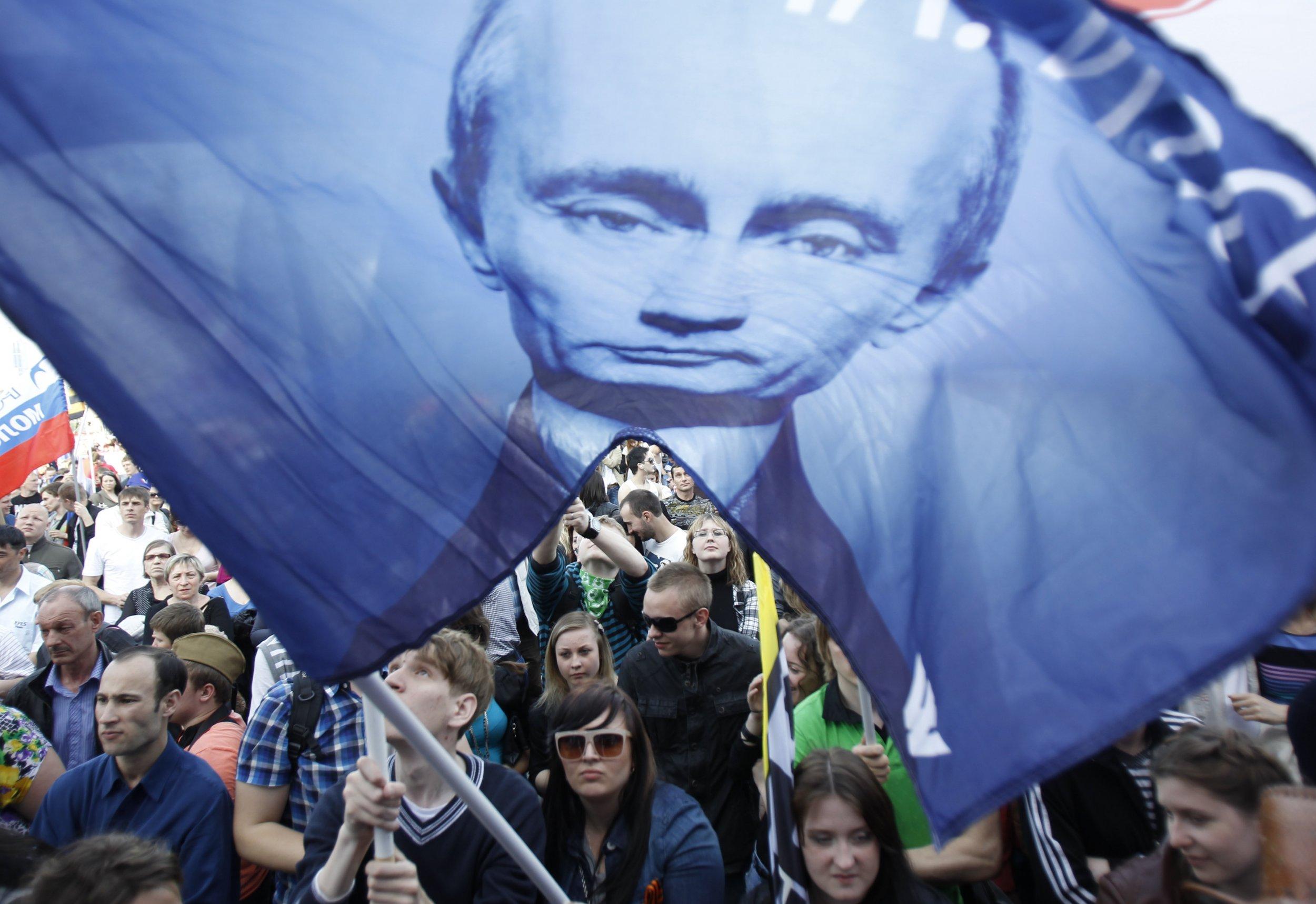 2001_Putin_fans_01