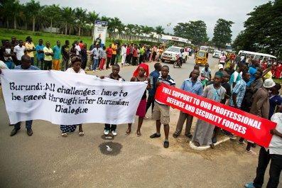 0122_Burundi_protesters