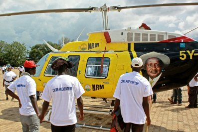0122_Museveni_helicopter