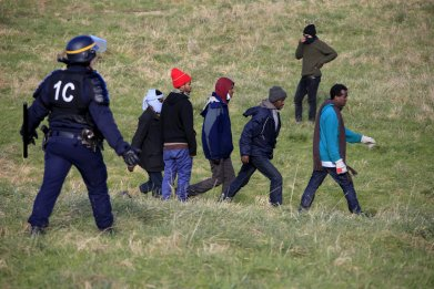 0122_migrants_refugees_france