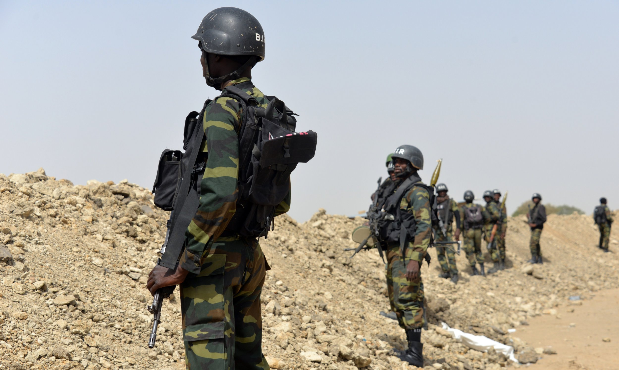 0125_Cameroon_soldiers