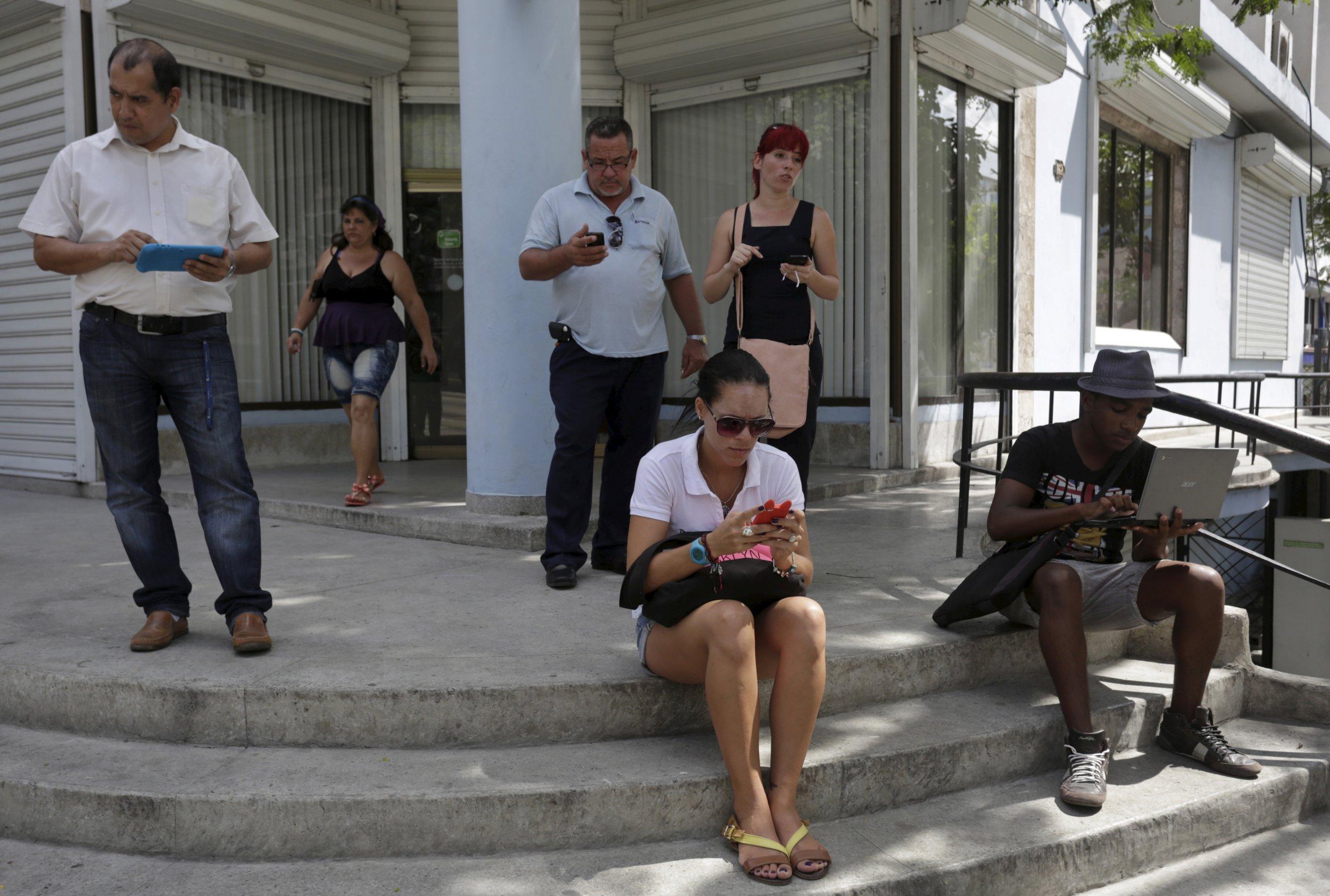 0201_Internet_Cuba_Castro_01