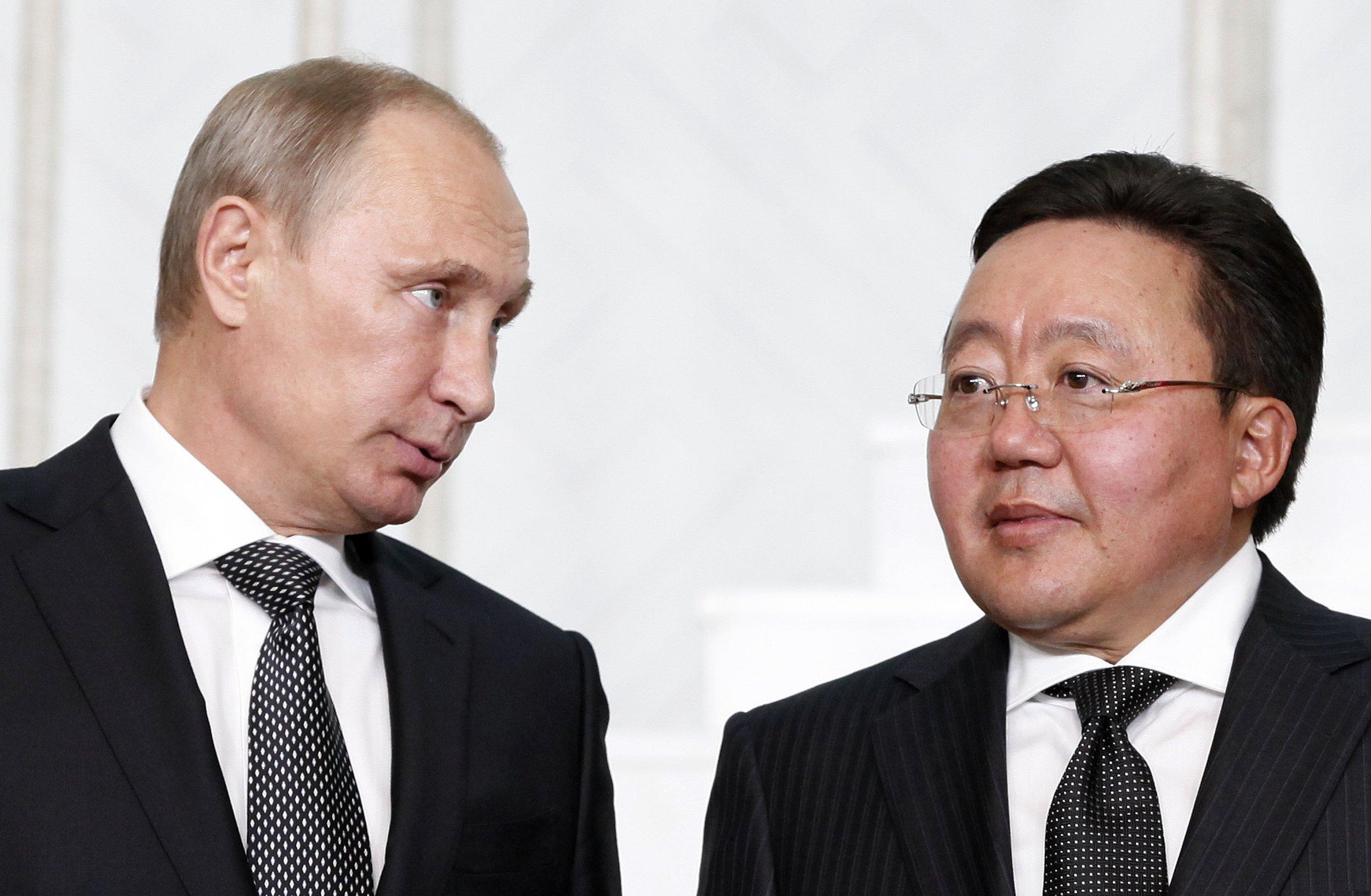 Putin looks at Mongolian President Elbegdorj
