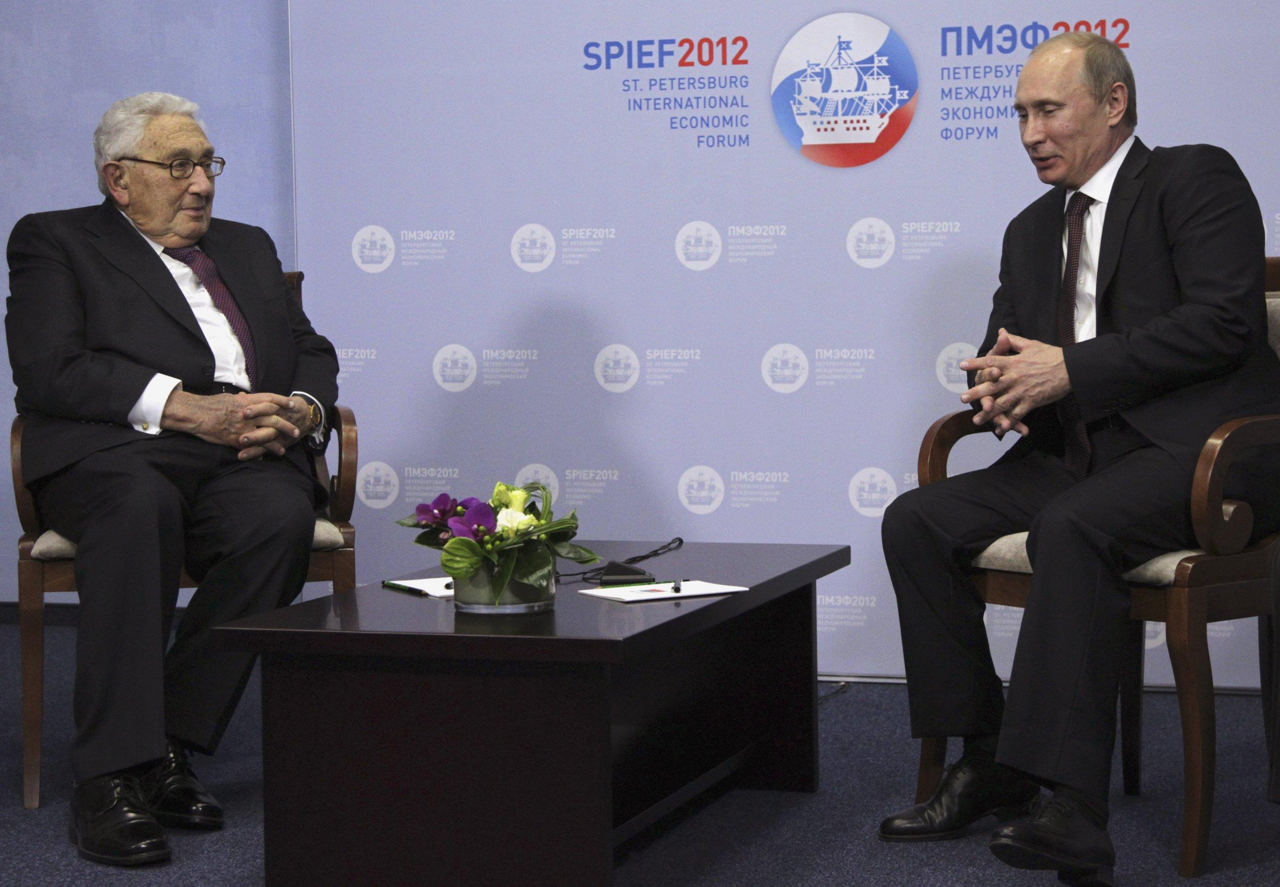 Putin and Kissinger sit at meeting in St Petersburg