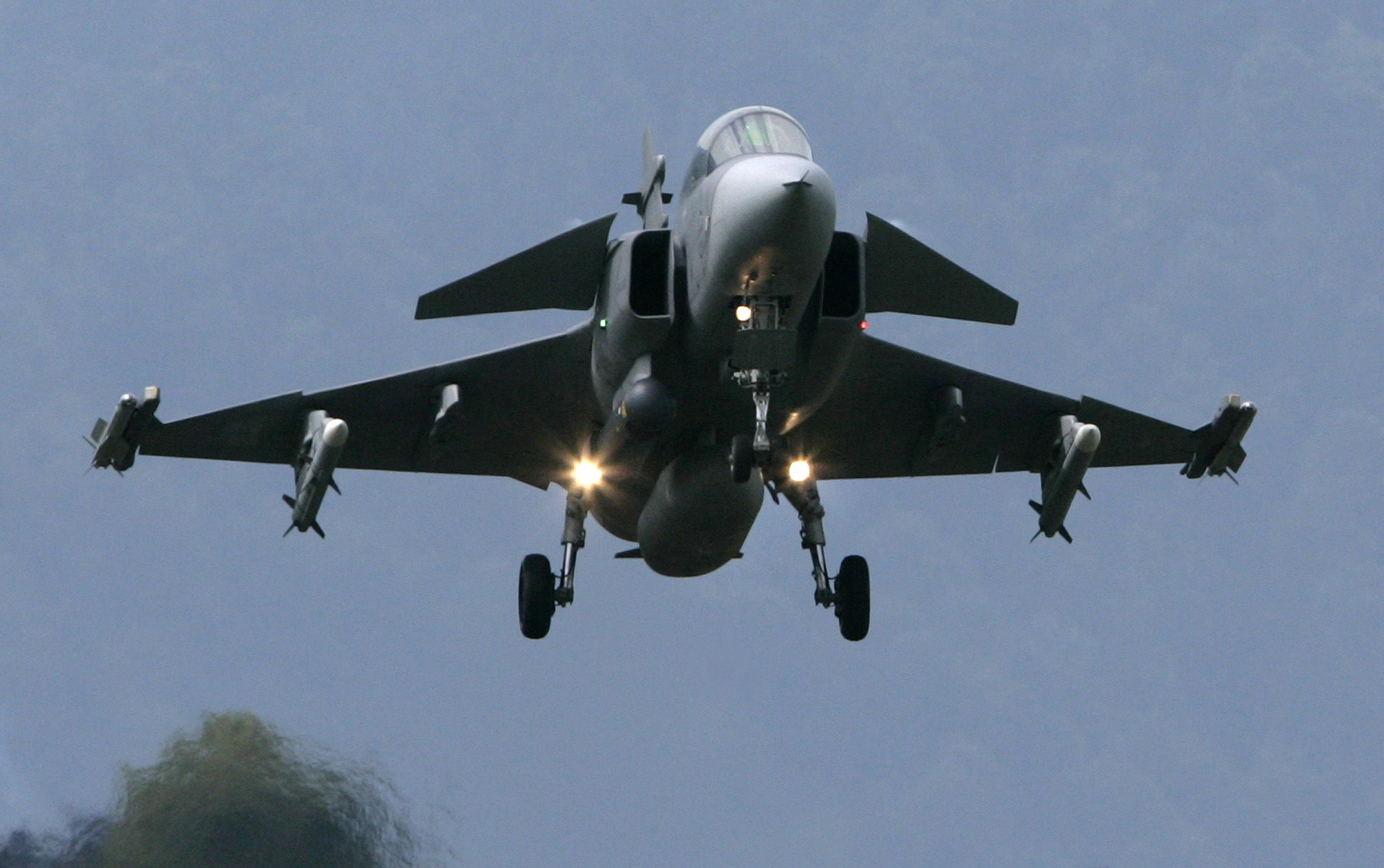 Swedish fighter jet lands at Swiss airbase