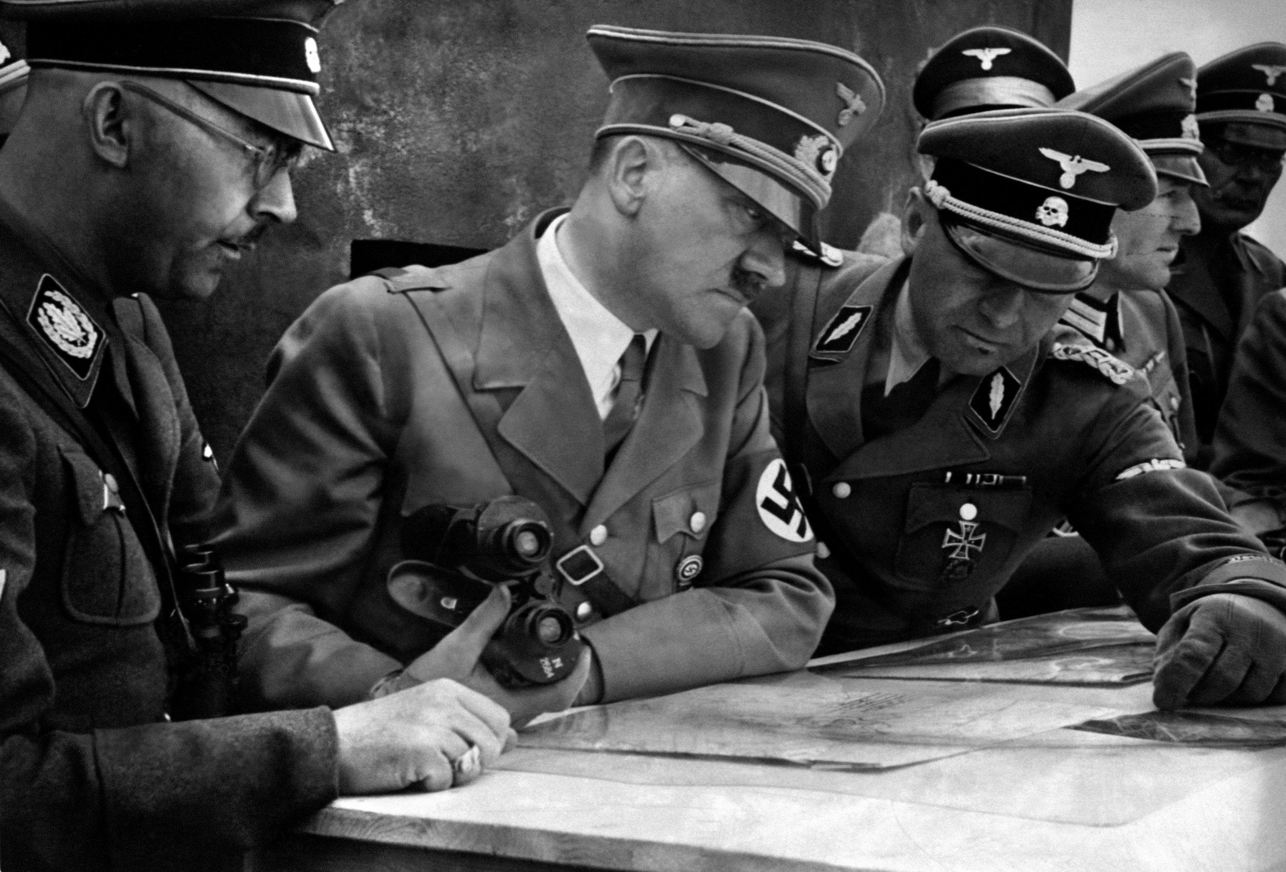 2_5_Hitler