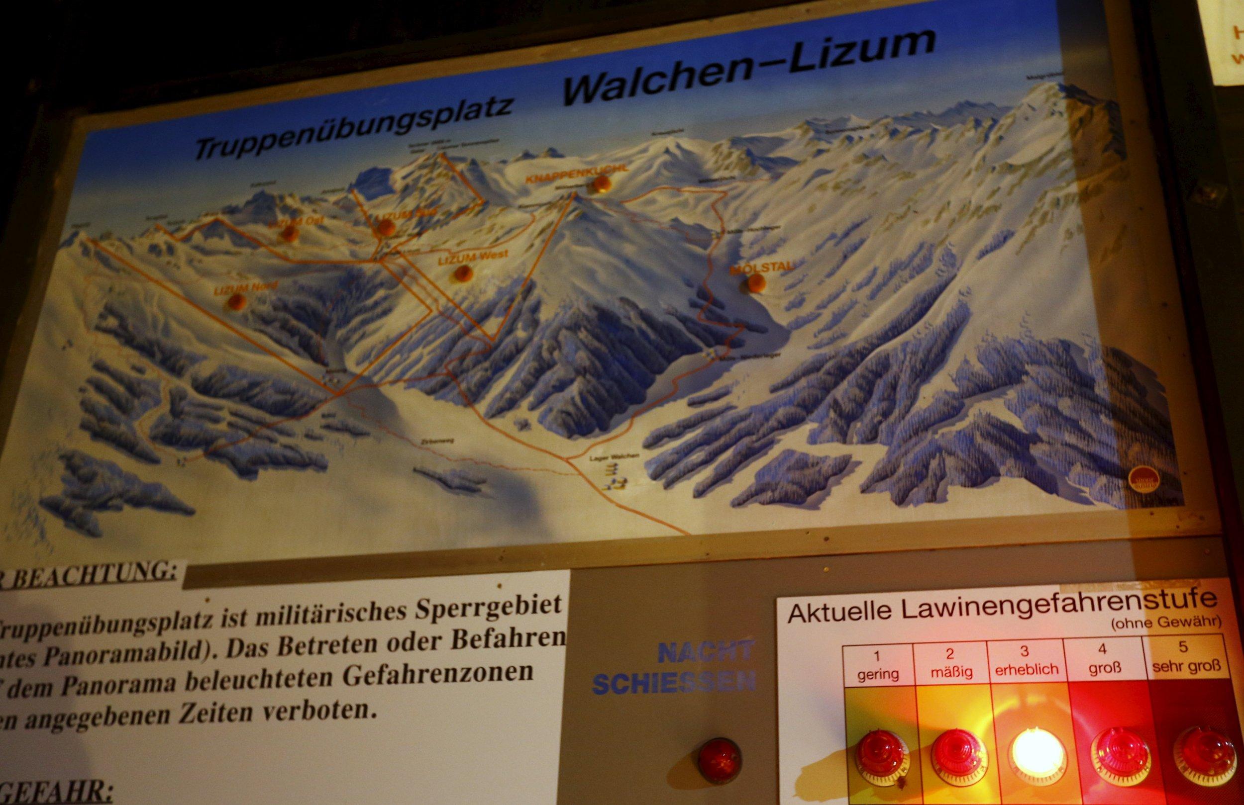 0206_avalanche_austria