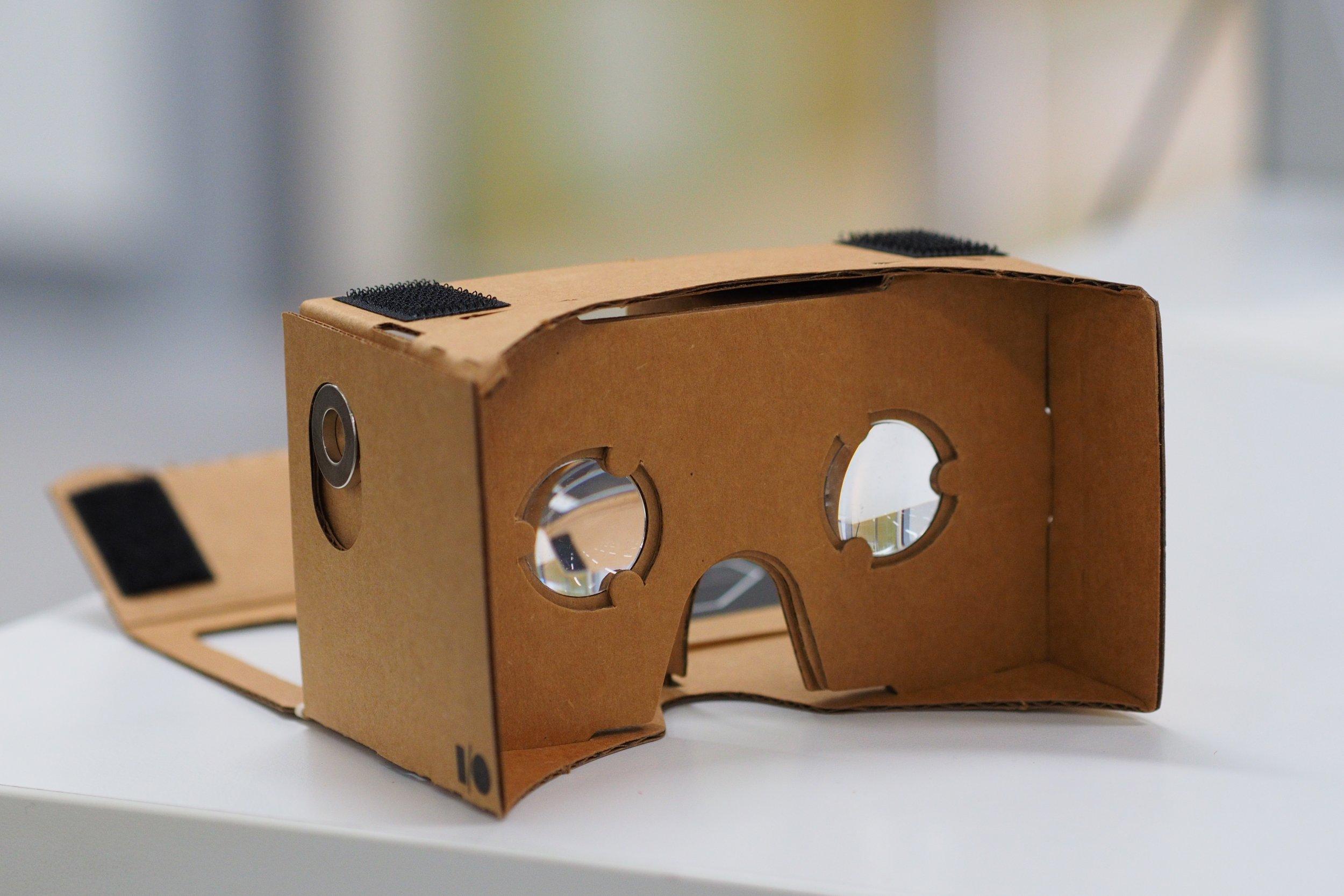 Google virtual reality headset VR cardboard