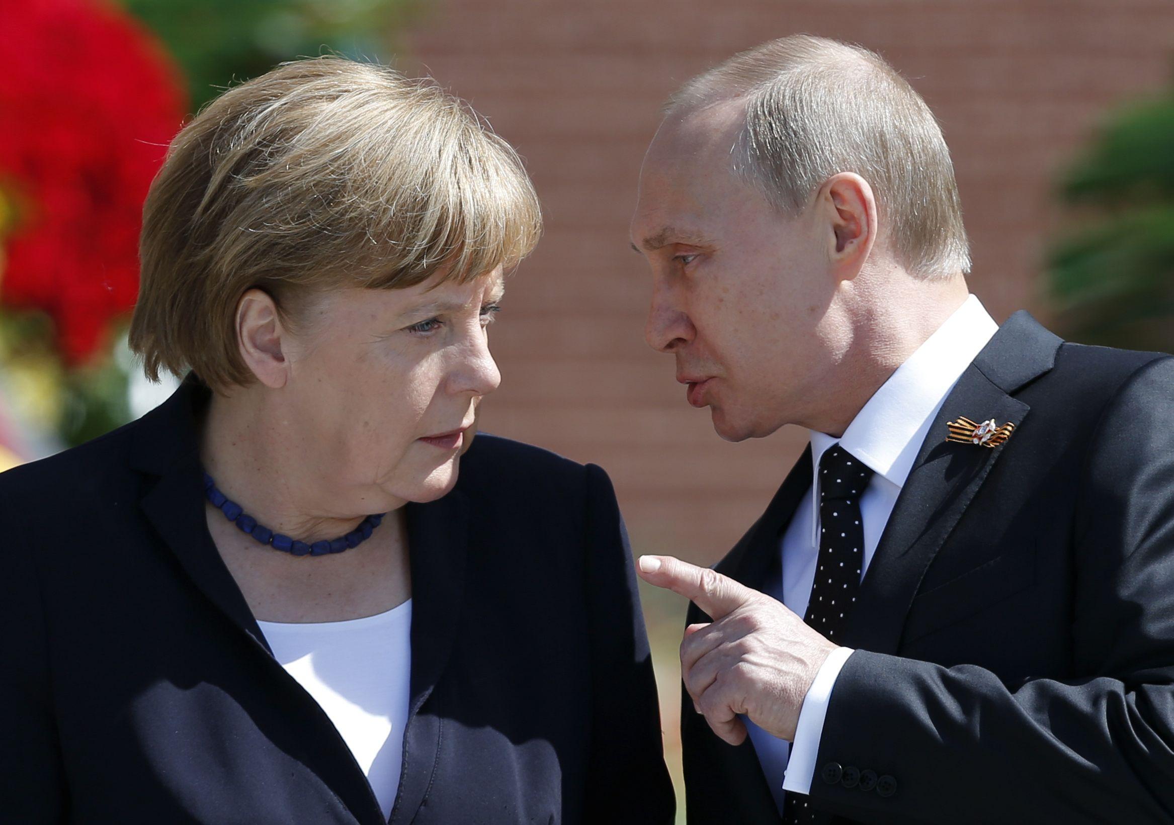 2_8_Putin<Merkel