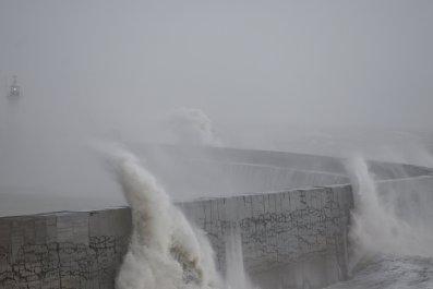 sea-wall-lighthouse
