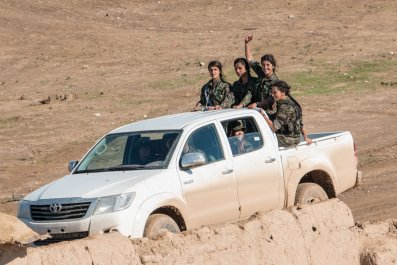 Syrian-Kurd Aleppo Tanks Female