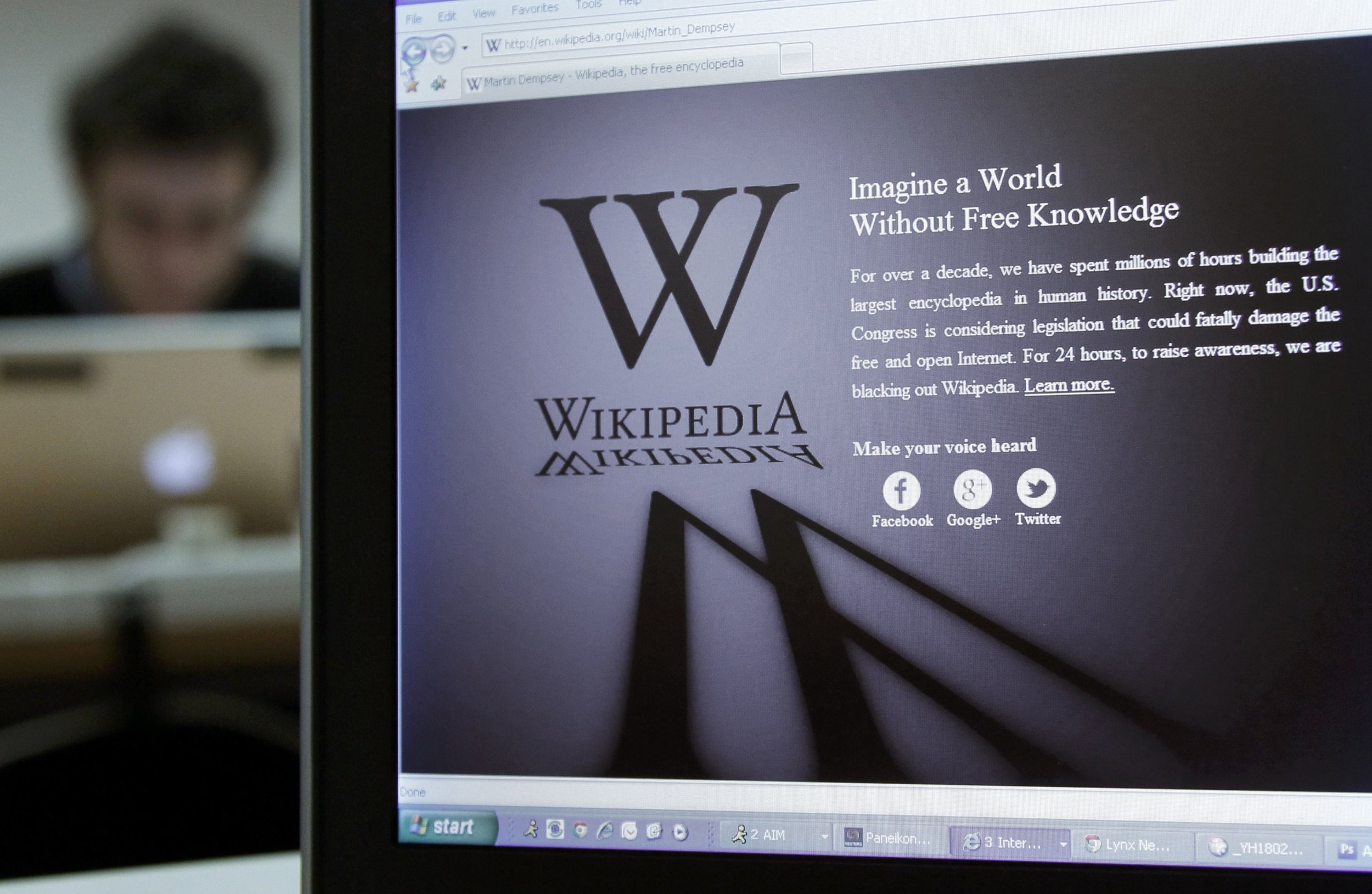 Wikipedia has announced plans for an ad free internet search engine