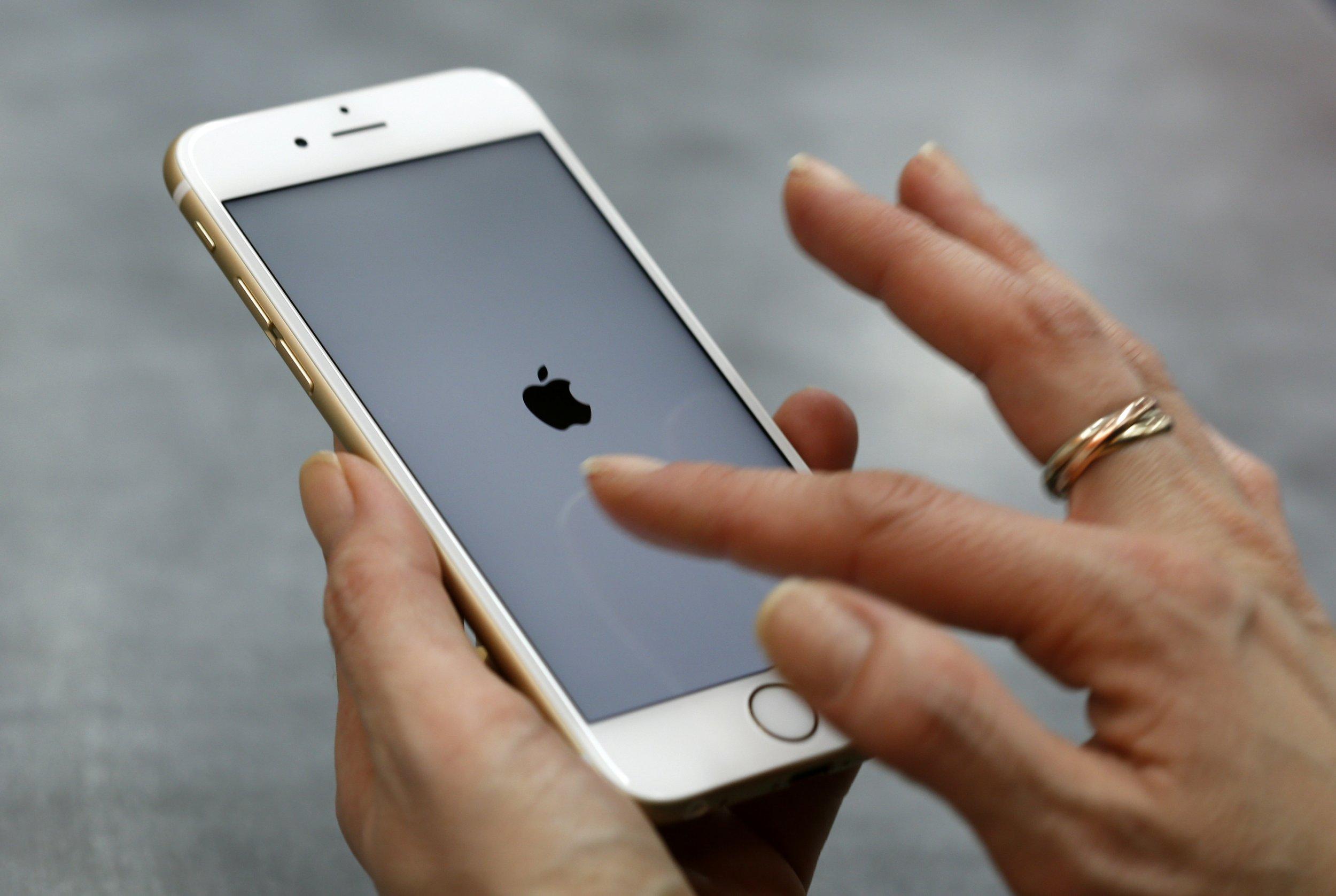 apple tim cook san bernardino iphone unlock court fbi unlock