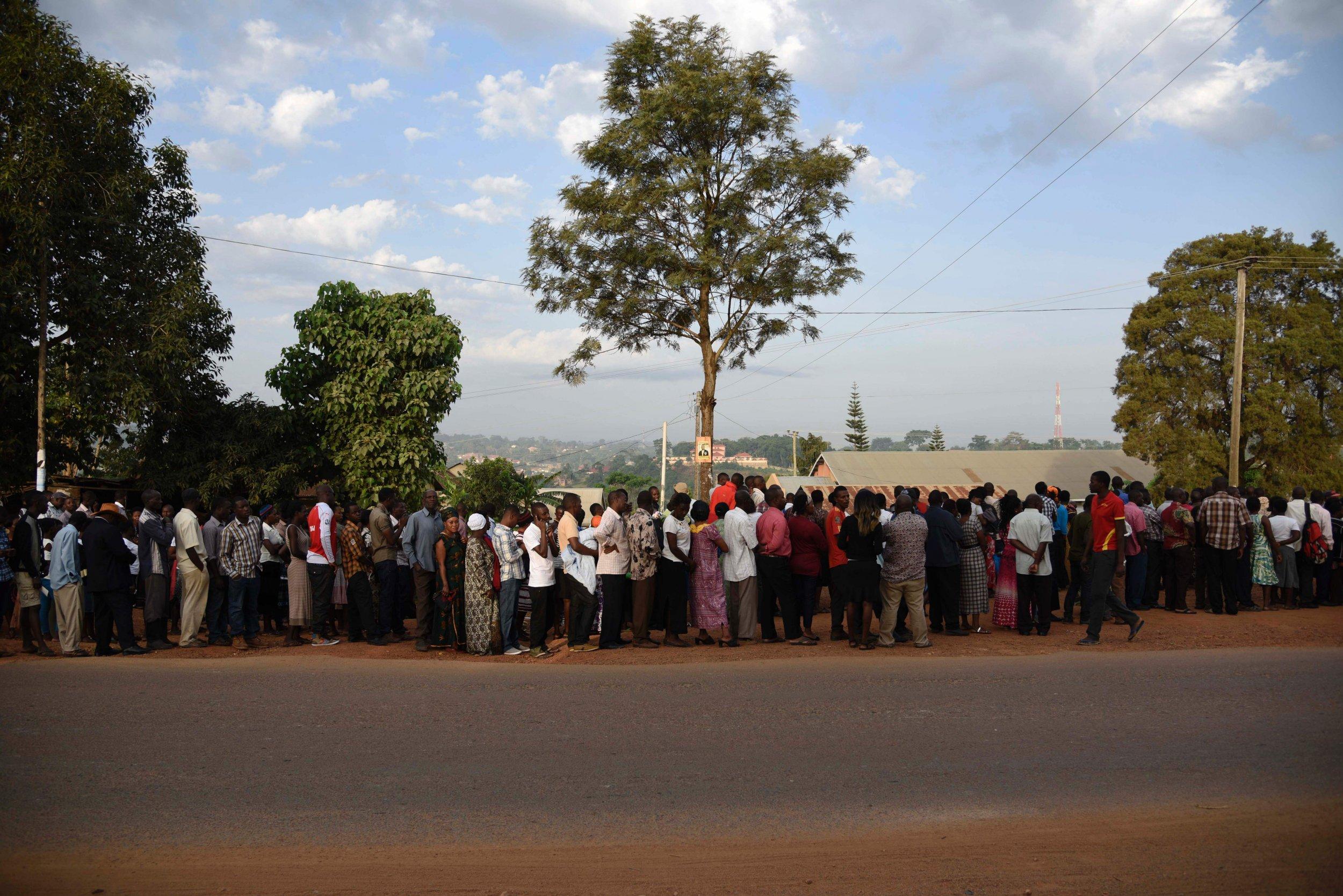 Ugandans queue up to vote.
