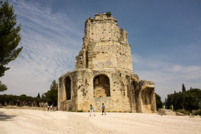 02_16_Archaeologists_Find_Earliest_Muslim_Graves_France_02