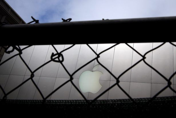 apple iphone encryption fbi san bernardino